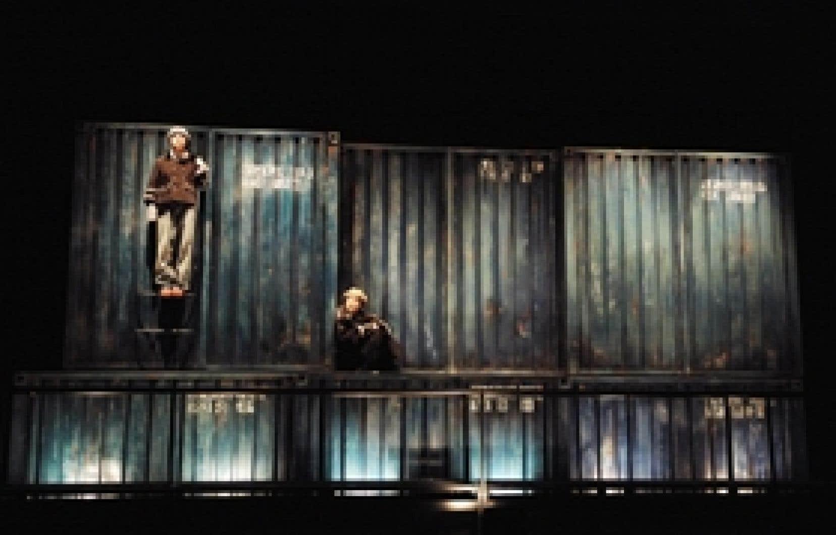 Dans La Migration des oiseaux invisibles, Jean-Rock Gaudreault raconte maintenant l'histoire de deux enfants exploités, Sinbad et Rat d'eau, embarqués clandestinement sur un cargo en route vers le pays de tous les espoirs possibles.