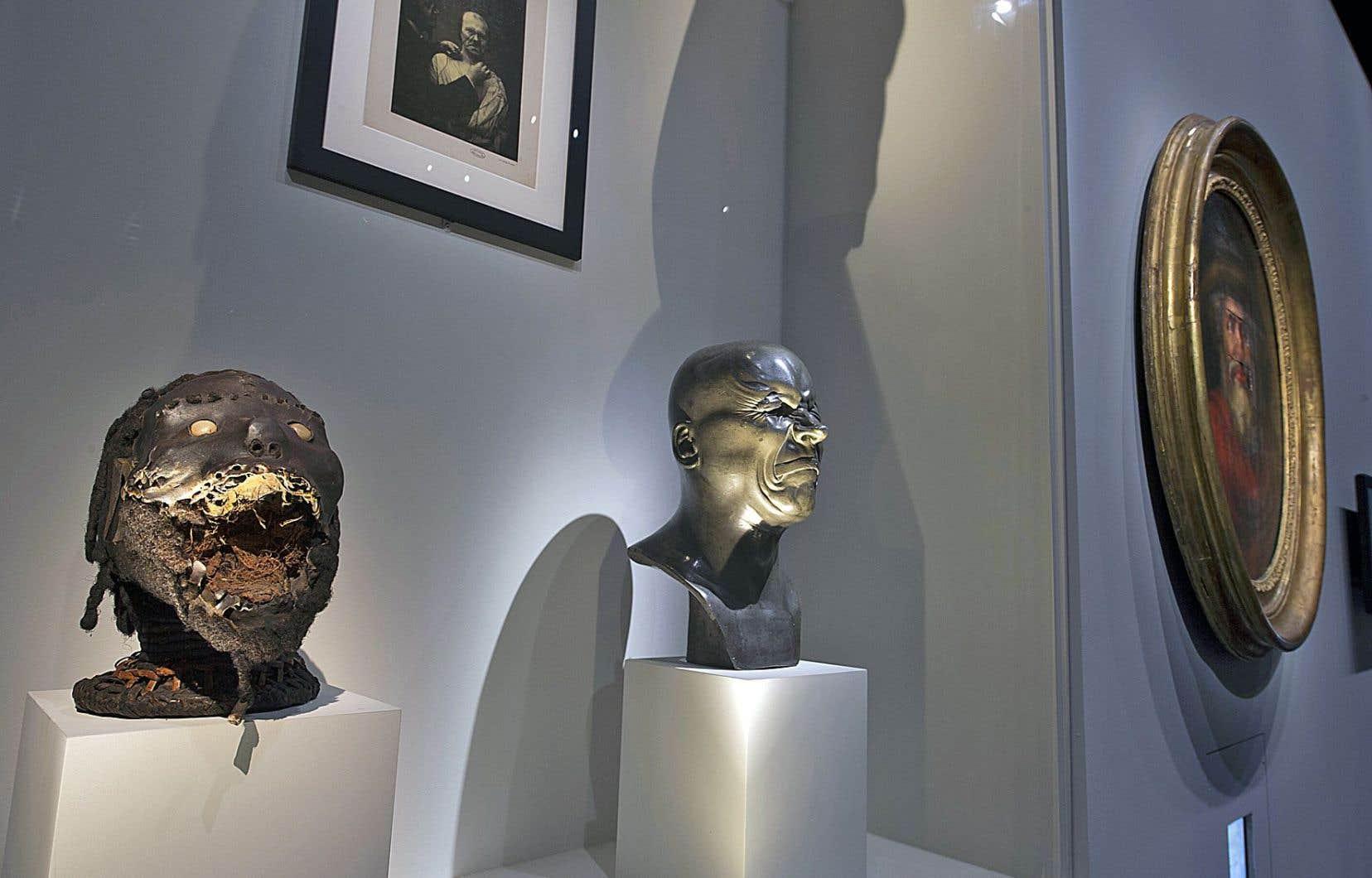 Vue de l'exposition «Carambolages» avec une scénographie de Hugues Fontenas Architecte
