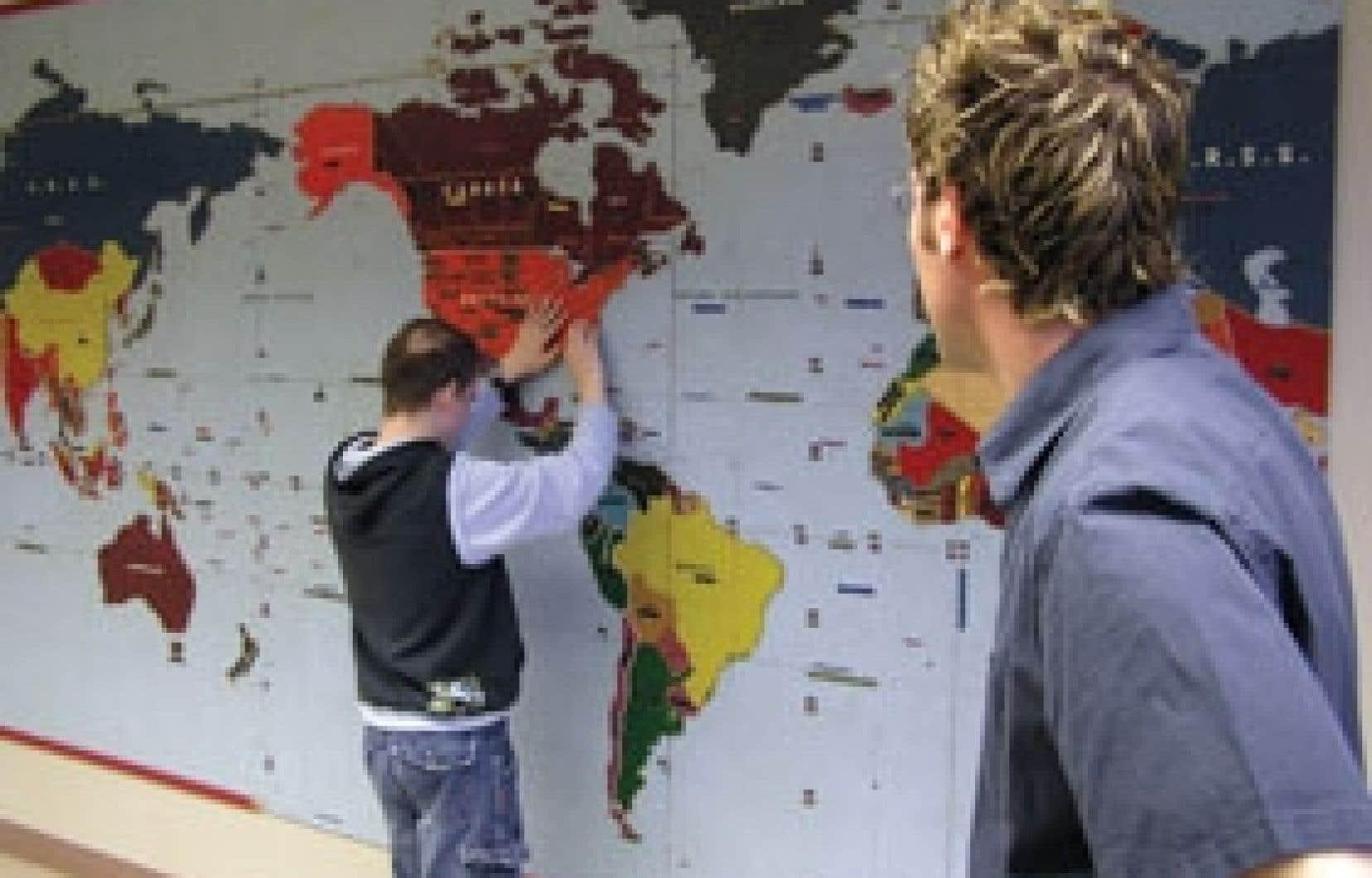 Établie à Longueuil, l'école Jacques-Ouellette accueille 80 élèves âgés de 4 à 21 ans.