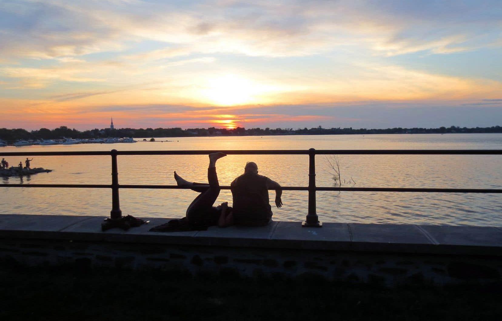 Le parc du fort Chambly est un lieu magique pour vivre un moment romantique en compagnie du soleil couchant.