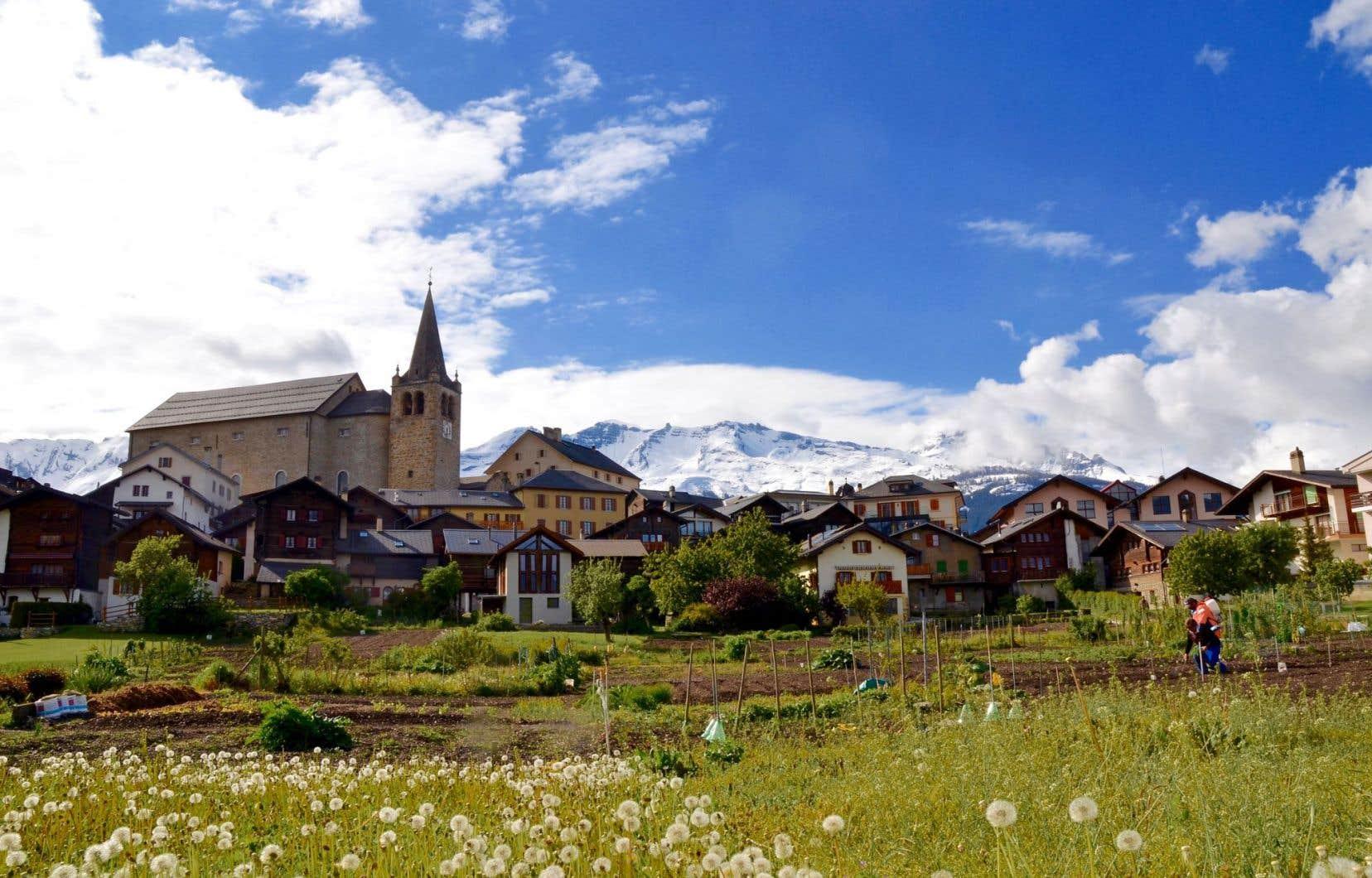 La station touristique Crans-Montana propose, avec les villages voisins, une foule d'activités qui plairont tant aux sportifs qu'aux visiteurs épris de bonne chère, de vins et de traditions.