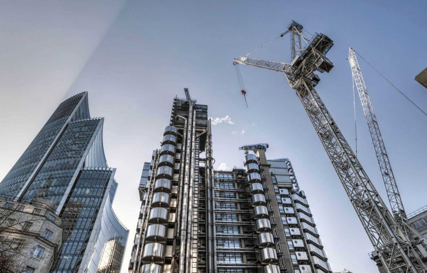 Des gratte-ciel en construction dans le district financier de Londres