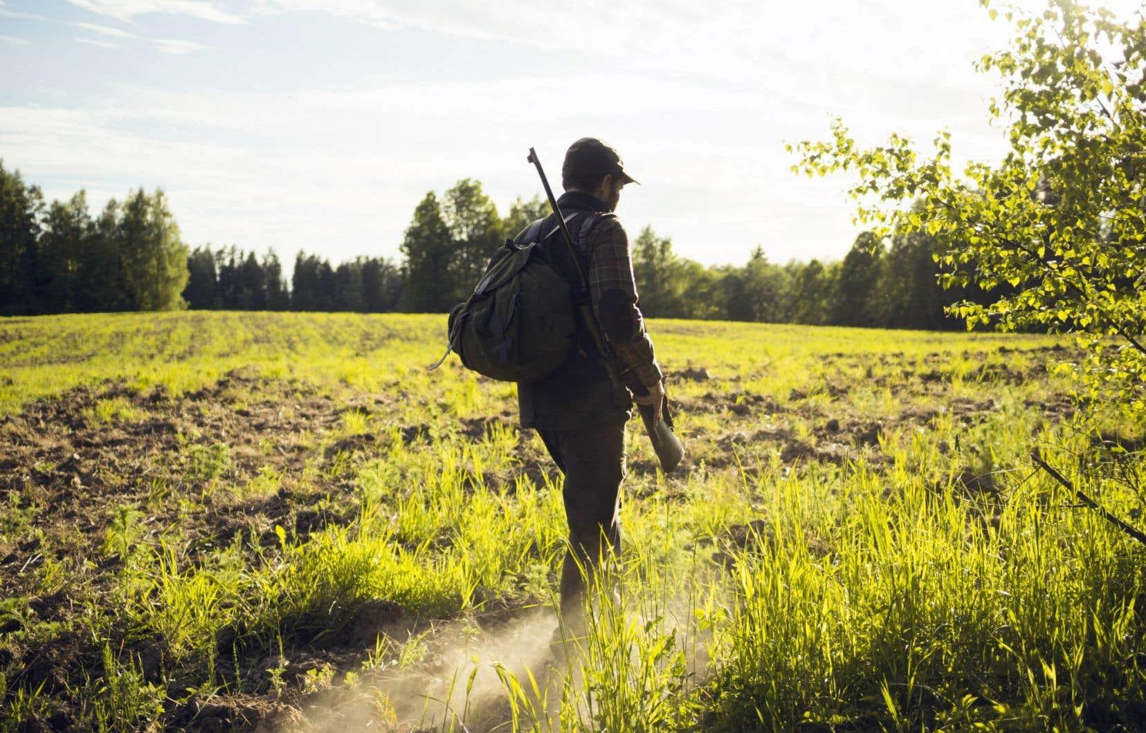 Le poète use de la métaphore du chasseur-trappeur.