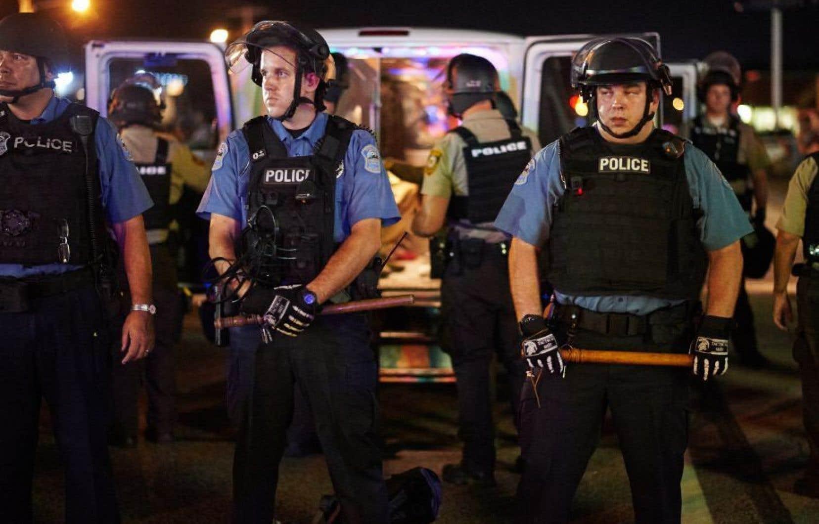 Des policiers déployés à Ferguson en août 2015