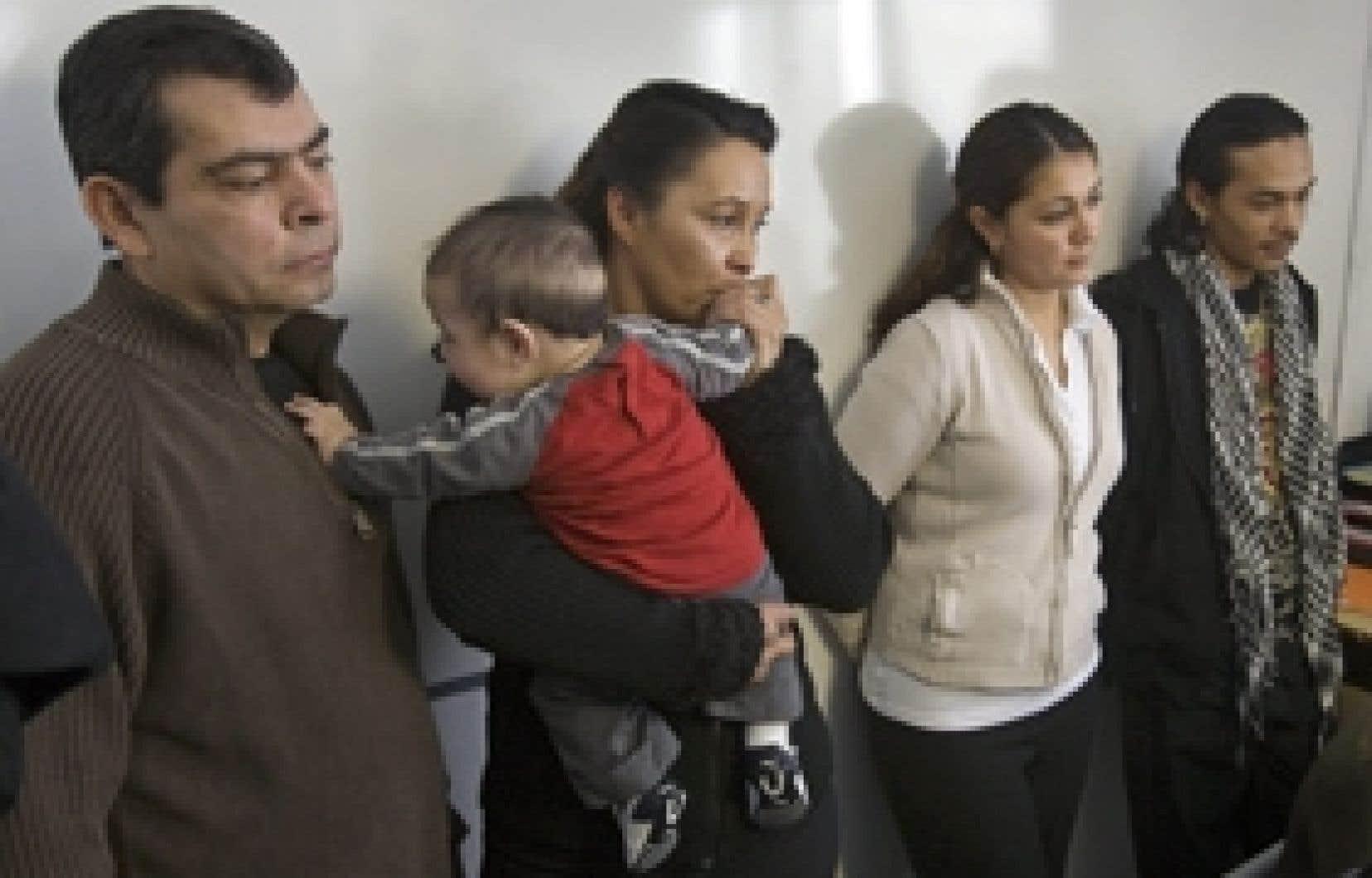 Gilberto Villanueva, son épouse, Lilian, et leurs enfants Diego (quatre mois), Patricia et Danny ont annoncé leur intention hier de ne pas participer à l'enquête publique présidée par le juge Robert Sansfaçon concernant la mort de Freddy Villanu