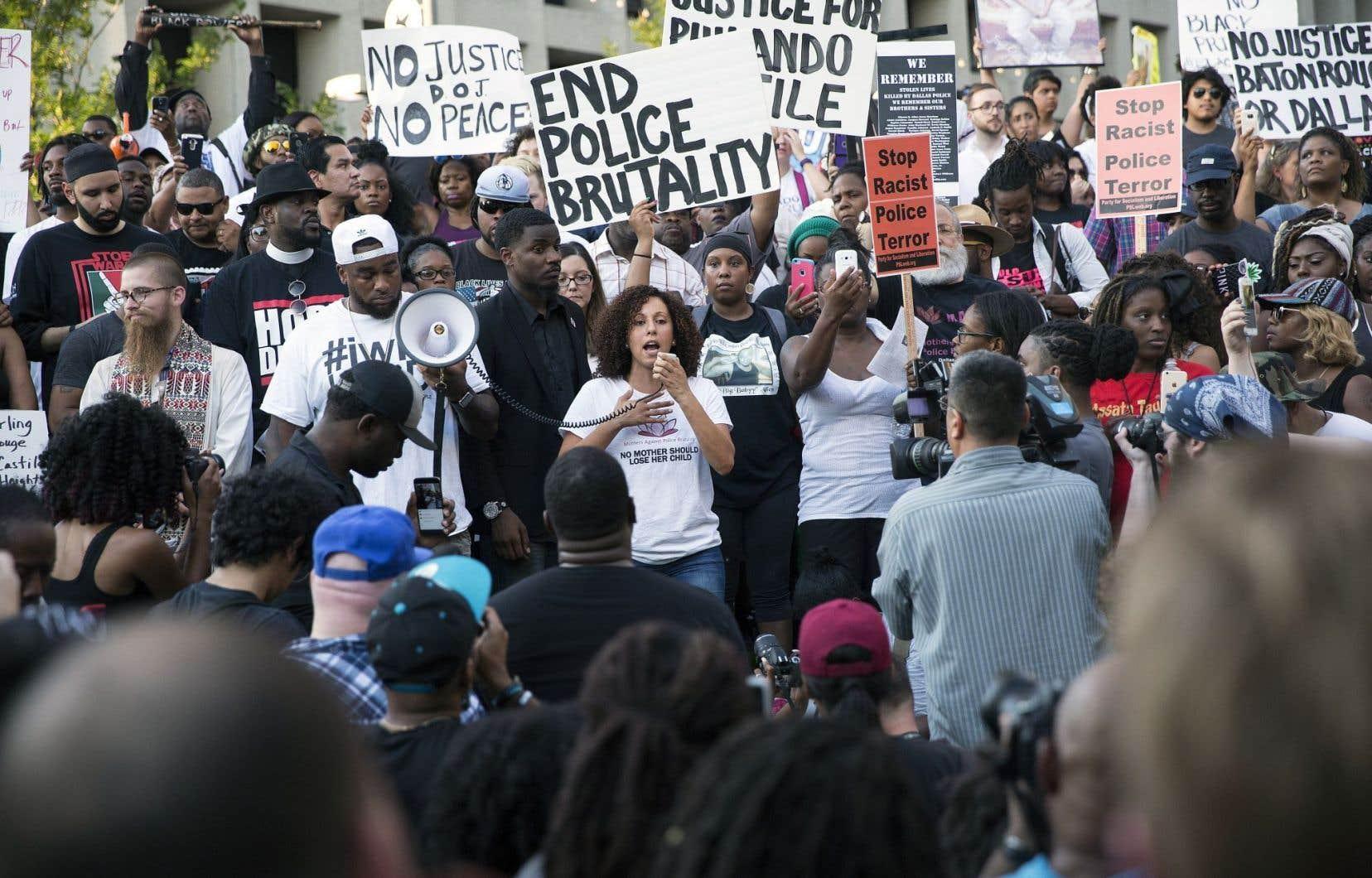Manifestation jeudi à Dallas contre la mort d'Alton Sterling et de Philando Castile.