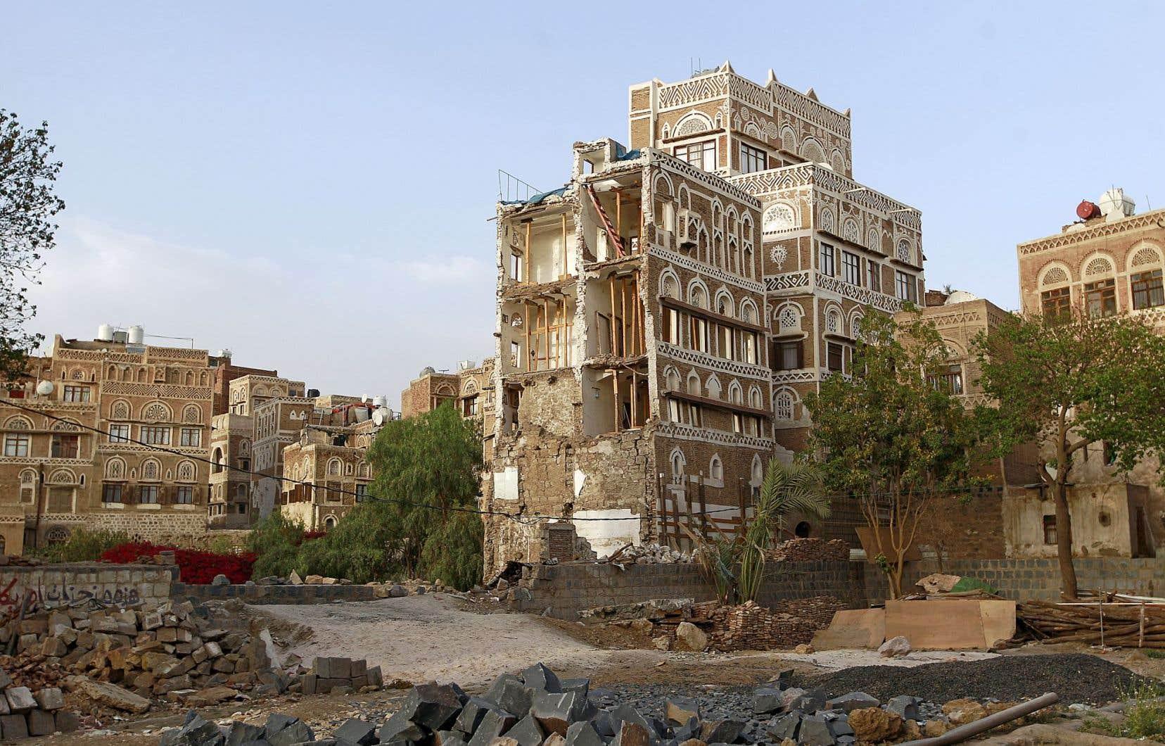 Cette année, des bâtiments de la vieille ville de Sanaa, au Yémen, site inscrit sur la liste du patrimoine mondial de l'UNESCO, ont été détruits par des frappes aériennes lancées par la coalition menée par l'Arabie saoudite contre les miliciens houthis.
