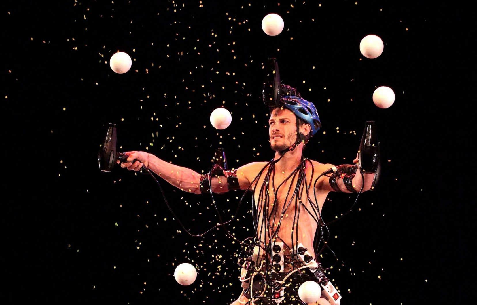 Avec «Opéra pour sèche-cheveux», la magie du rire l'emporte et les spectateurs retrouvent leur cœur d'enfant.