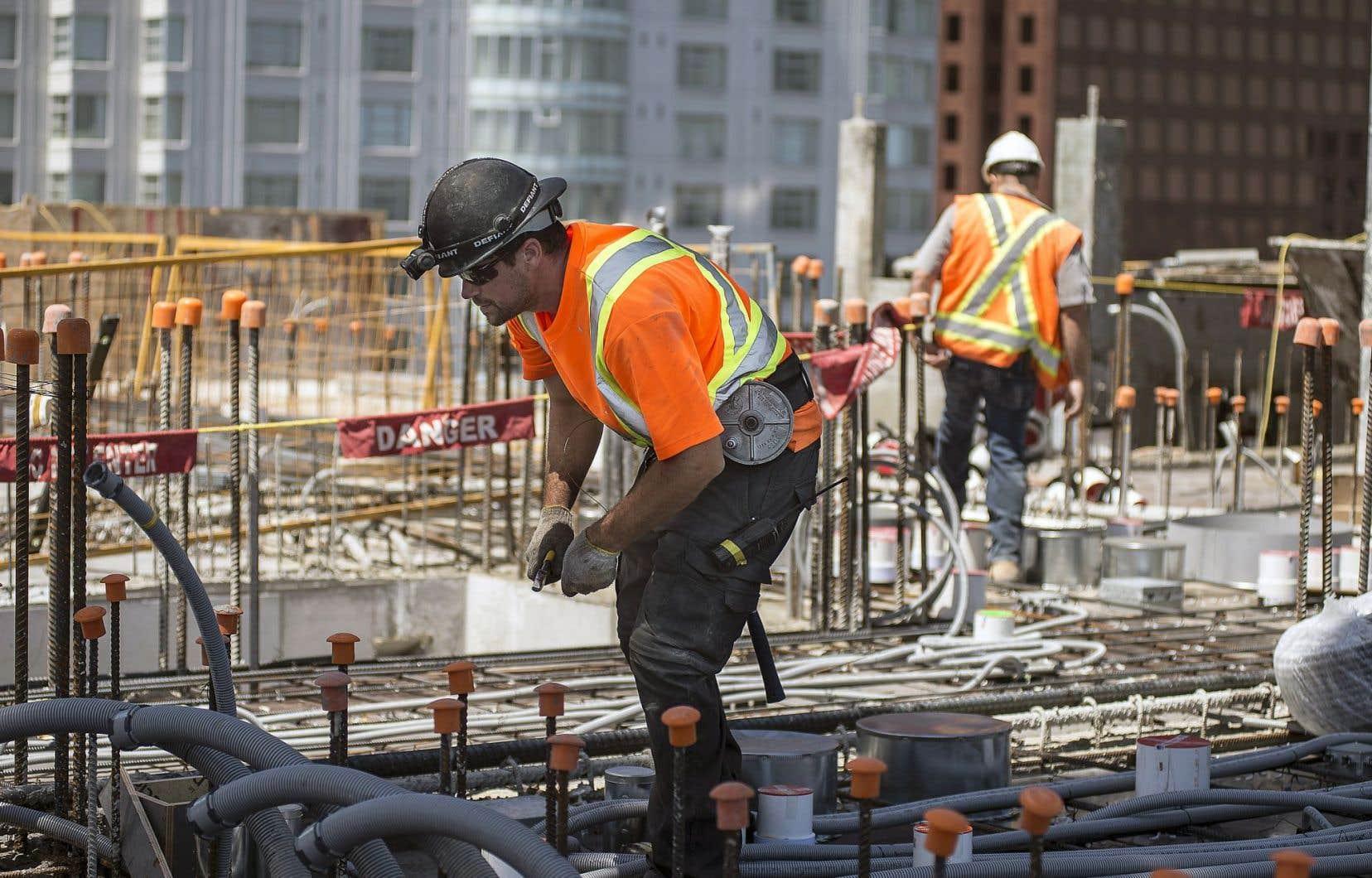 Dans les centres urbains, les mises en chantier ont progressé de 18,1% en juin pour atteindre 202702 unités, stimulées par les mises en chantier de logements collectifs, lesquelles ont gagné 26,7% à 142819 unités.
