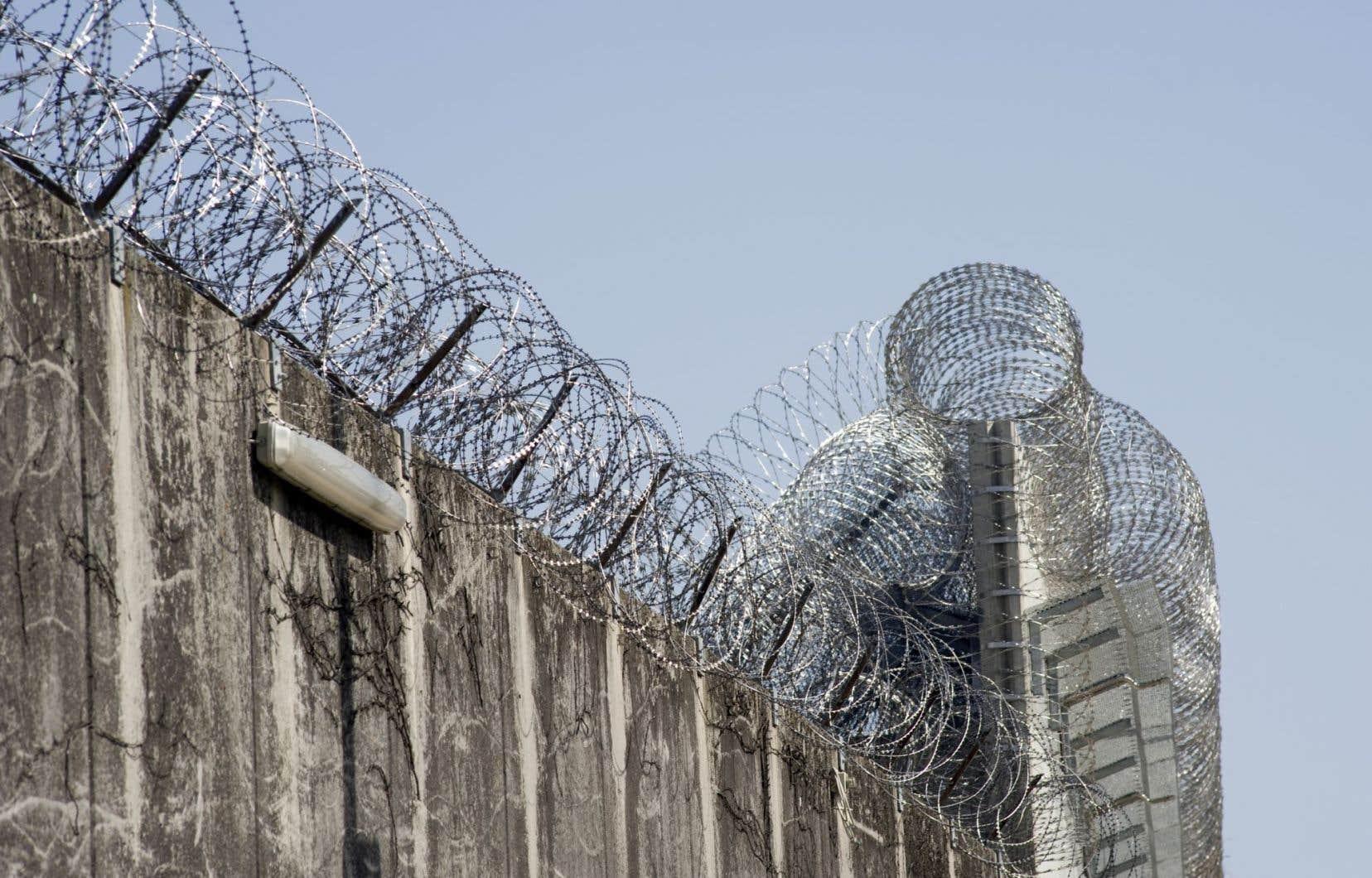 Les détenus de l'immigration, déférés dans des prisons provinciales, sont parfois mêlés à des criminels.