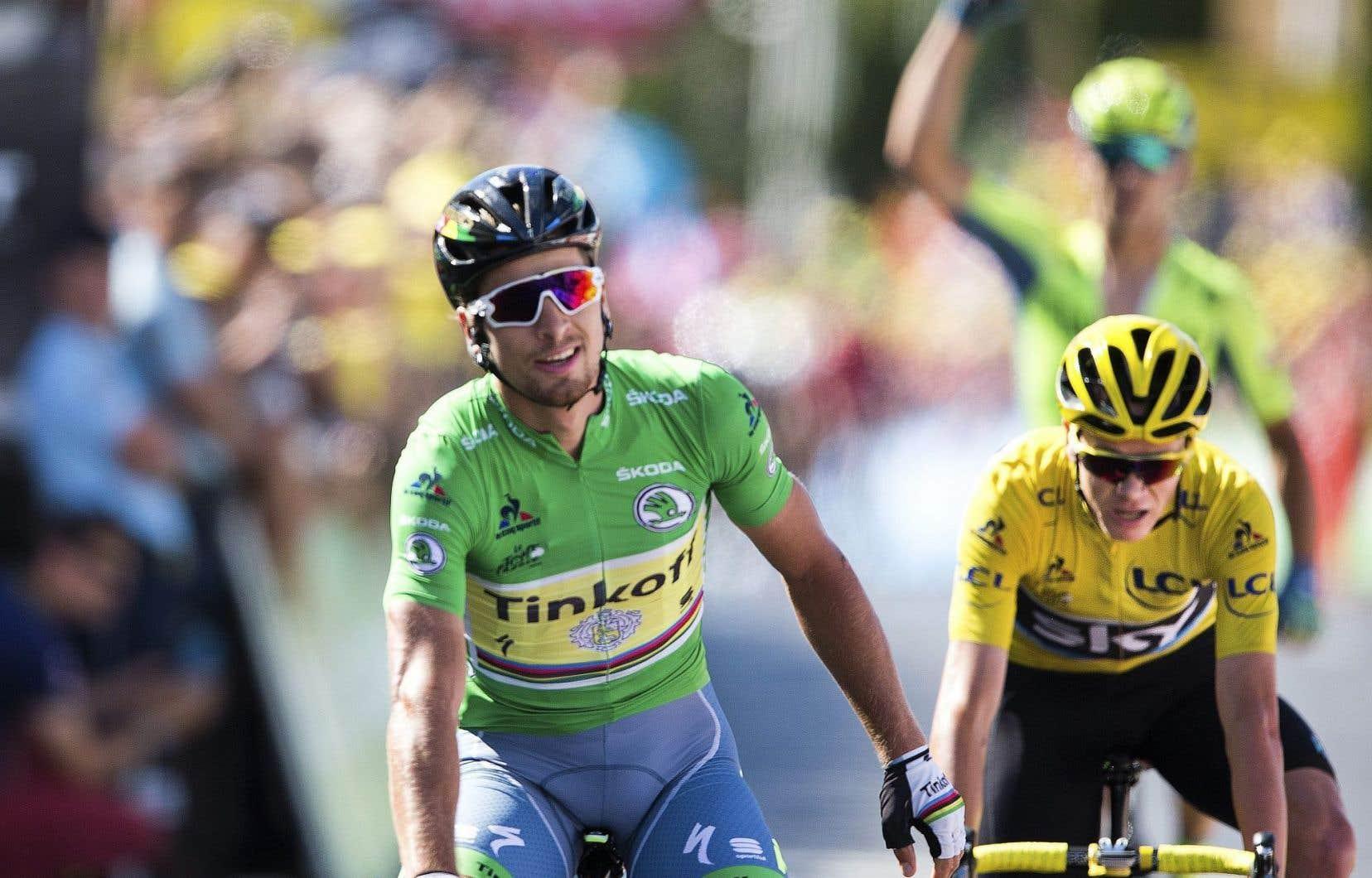 Le Slovaque Peter Sagan a remporté l'étape devant Chris Froome, détenteur du maillot jaune de meneur du Tour.