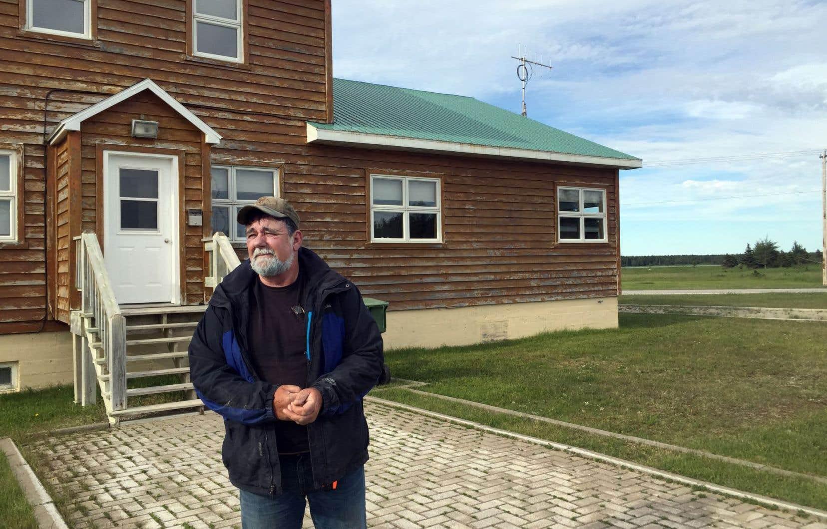 Le maire John Pineault attendra l'hiver — et le retour de la majorité des habitants à Port-Menier — pour consulter sa population.
