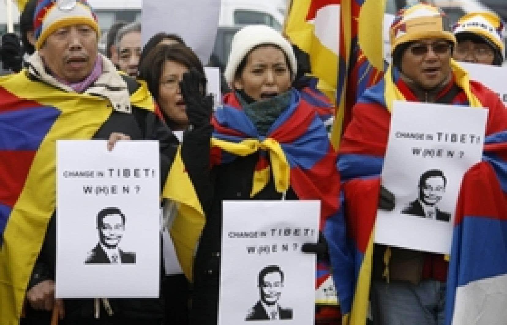 Des Tibétains ont manifesté hier, à Davos à l'occasion de la visite du premier ministre chinois.