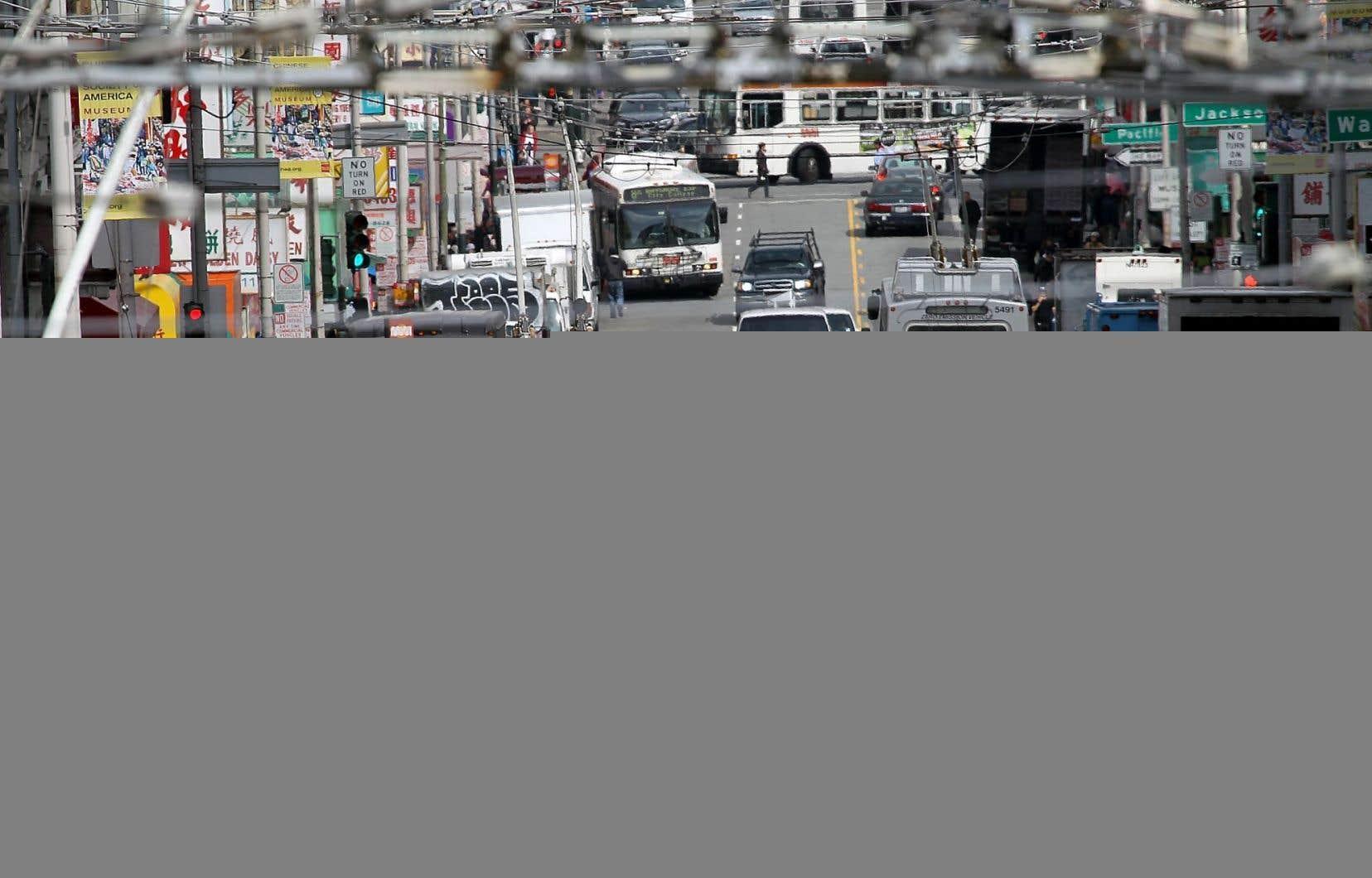 Le centre-ville de San Francisco et l'effervescence de la circulation