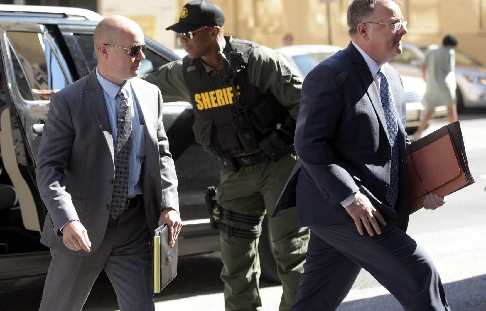Le lieutenant de police Brian Rice (à gauche) a été acquitté lundi de tous les chefs d'inculpation.