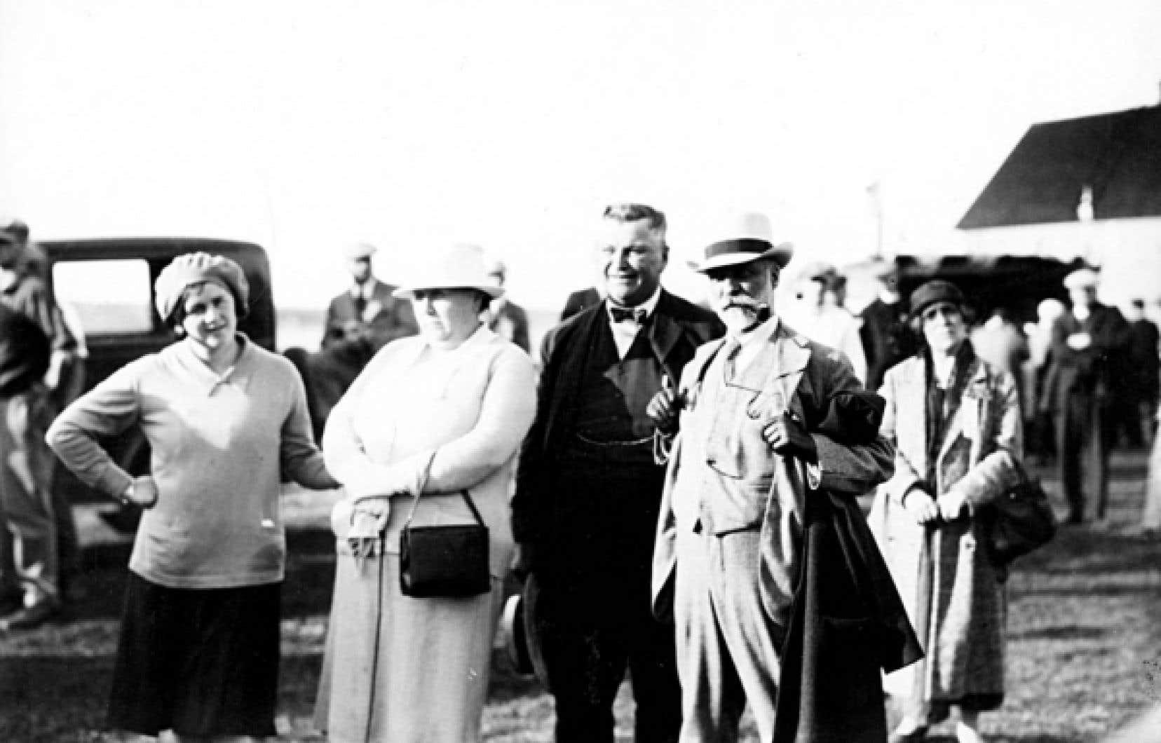 En 1924, en Acadie, Henri Bourassa et les «pèlerins du Québec» furent partout acclamés «avec ferveur, et parfois avec des larmes».