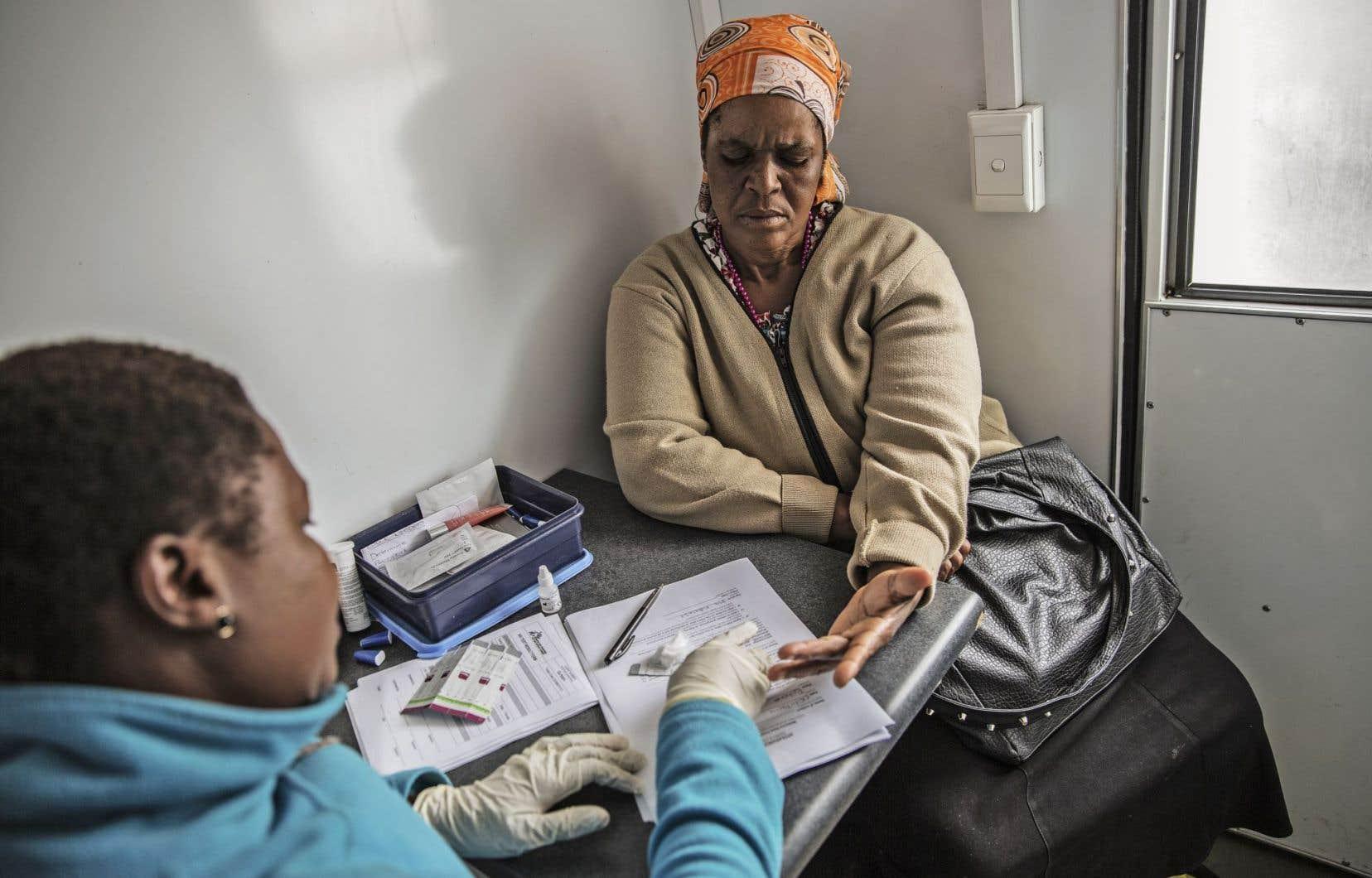 Deux millions et demi de personnes sont infectées chaque année dans le monde par le virus du sida.