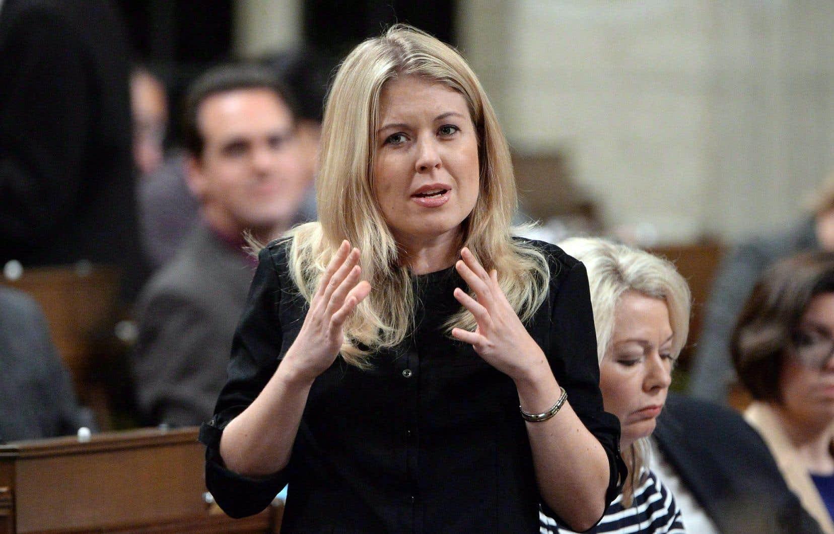 La députée conservatrice Michelle Rempel a défendu la directive de l'ancien gouvernement.