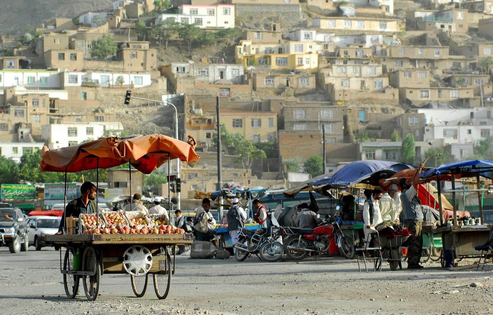 L'intrigue s'amorce dans un quartier pauvre de Kaboul.