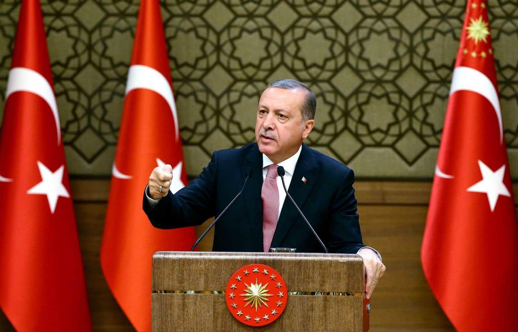 M. Erdogan s'en est également pris à l'Union européenne (UE) «qui n'a pas rempli ses promesses» en ce qui concerne le versement de 3 milliards d'euros dans le cadre de l'accord sur les migrants et des visas facilités pour les Turcs.
