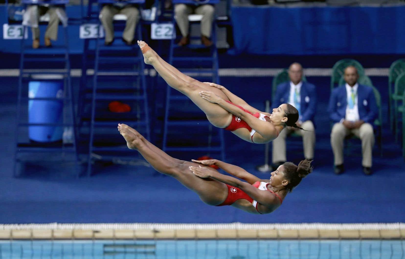 Les plongeuses québécoises Jennifer Abel (bas) et Pamela Ware n'ont pu répondre aux attentes en terminant au pied du podium, derrière les Chinoises, les Italiennes et les Australiennes.