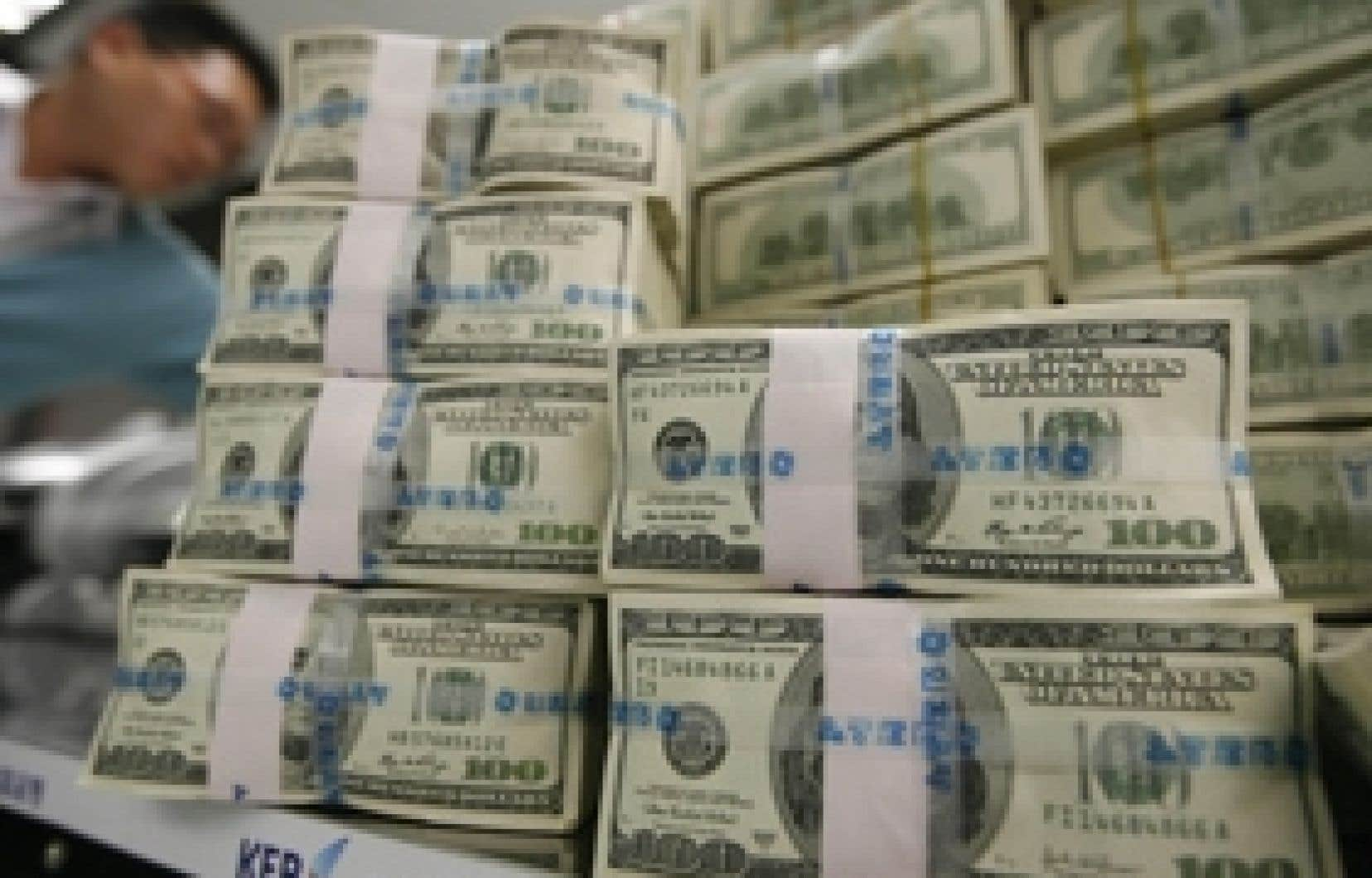 Les États-Unis prévoient adopter un nouveau plan de relance de 825 milliards $US, soit environ 5,7 % du PIB américain.