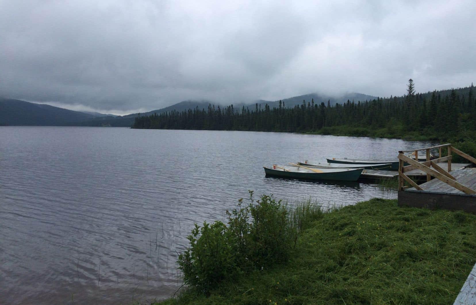 Fréquenté par les politiciens qui en ont fait leur «Camp David» québécois, le lac à l'Épaule est devenu si iconique qu'il a fini par en donner son nom aux réunions de planification stratégique.