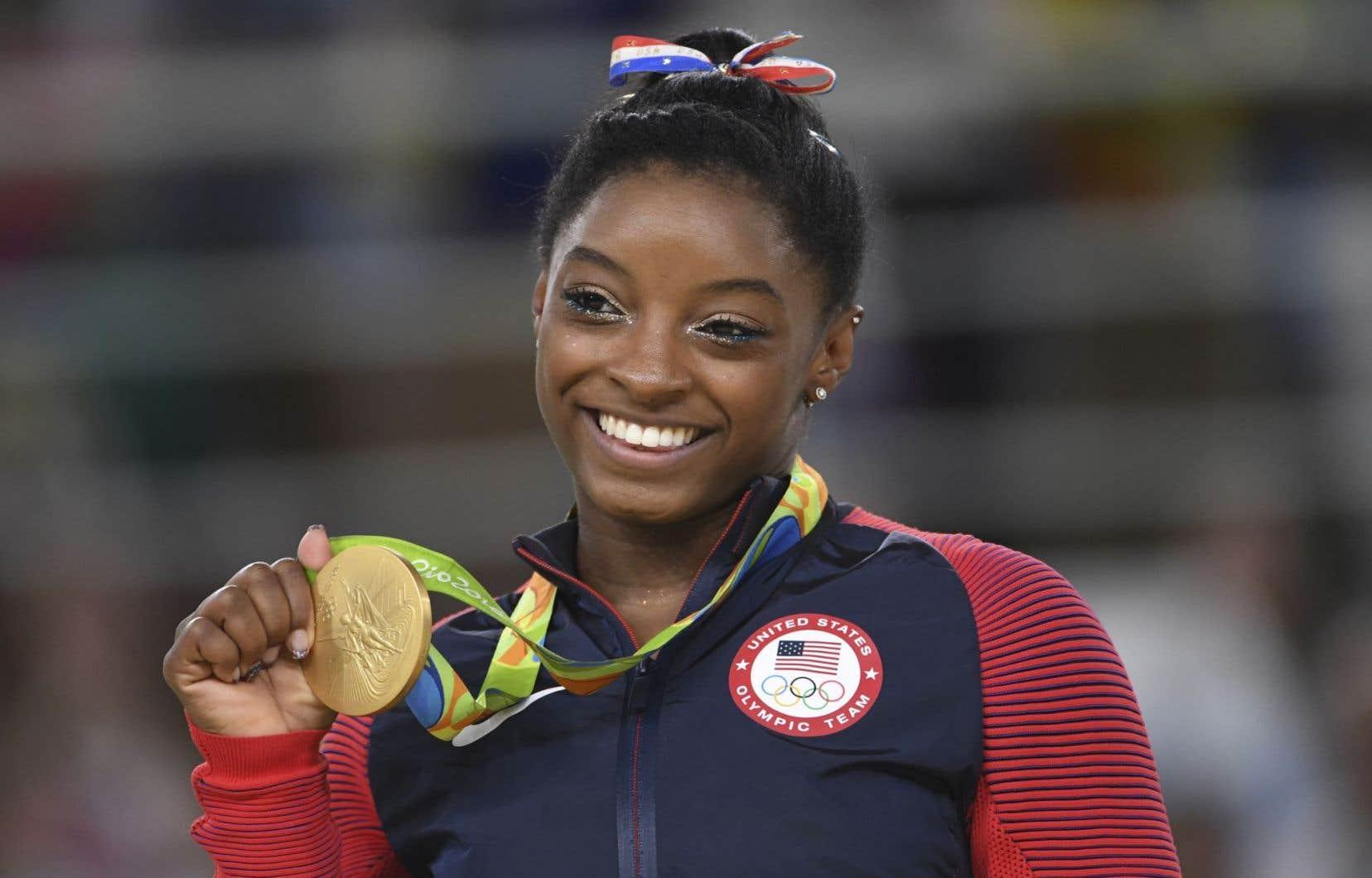 À un journaliste qui lui demandait si elle était «la prochaine» Michael Phelps ou Usain Bolt, la gymnaste Simone Biles a répondu: «Je ne suis ni la prochaine Michael Phelps ni la prochaine Usain Bolt. Je suis la première Simone Biles!»
