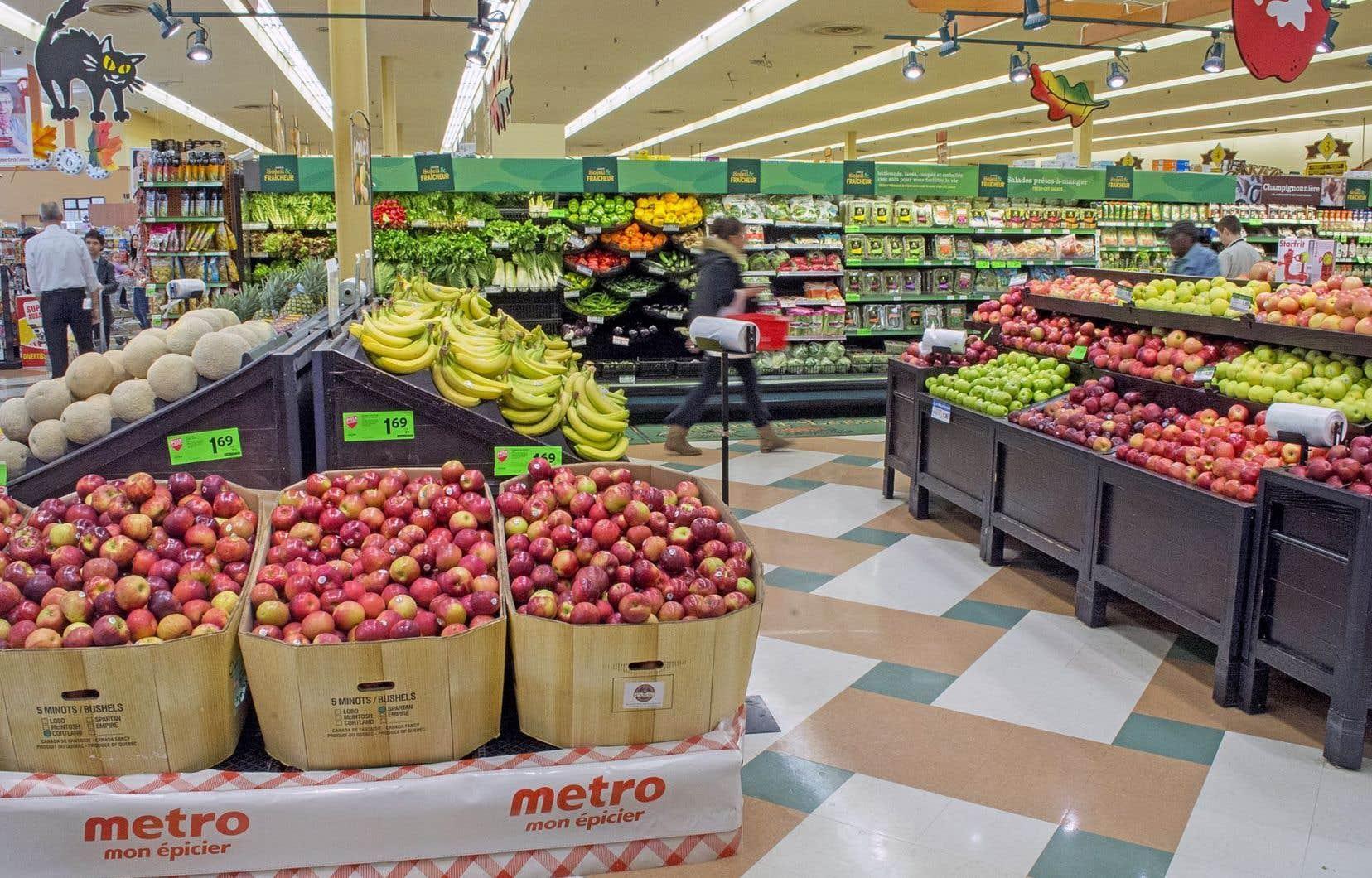 Les Canadiens ont payé 9,8% plus cher pour acheter des pommes de terre le mois dernier par rapport à juillet2015 et 15,6% de plus pour se procurer des pommes.