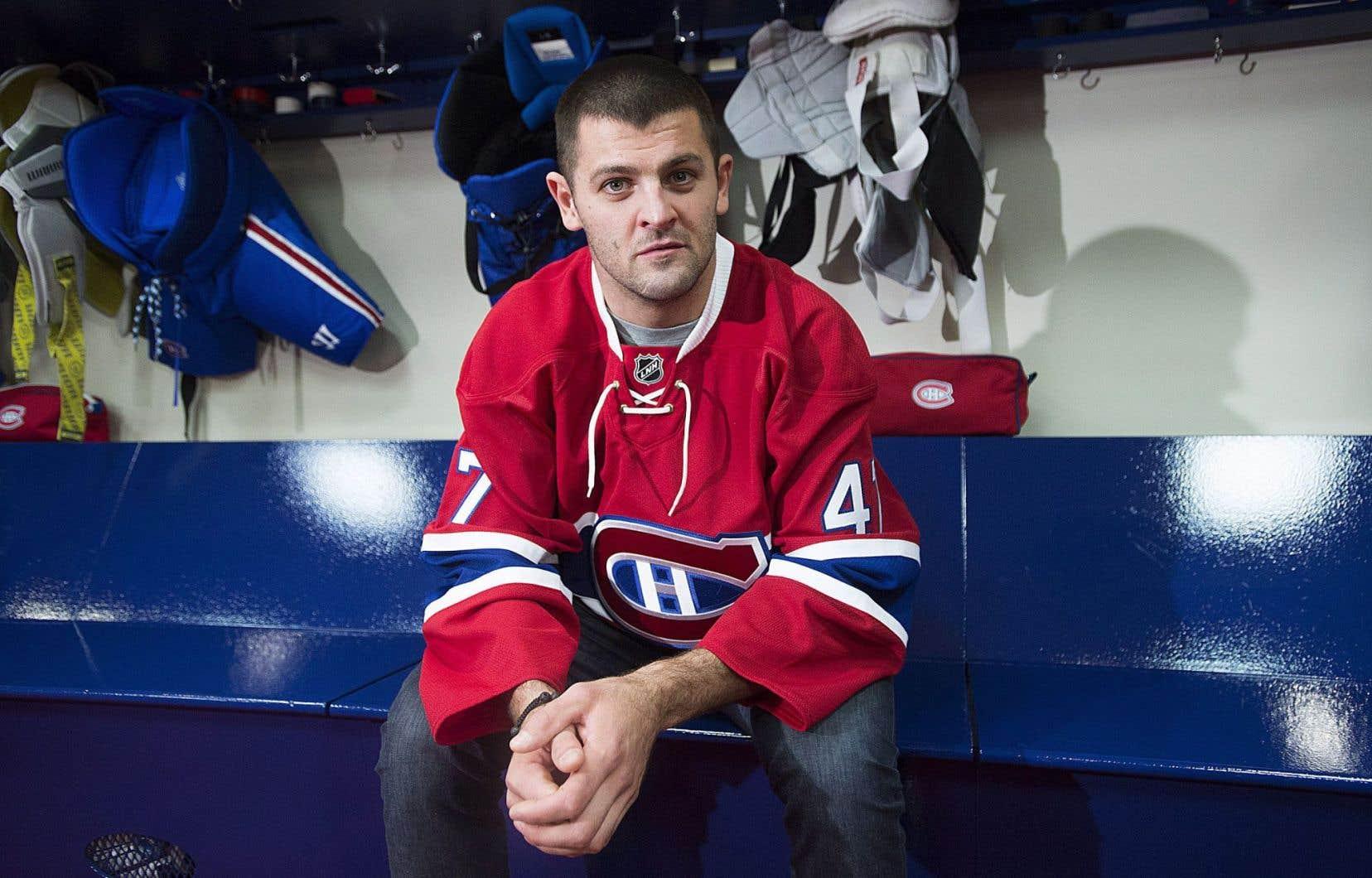 Vêtu de son nouveau chandail, Alexander Radulov a eu un premier contact avec les médias montréalais.