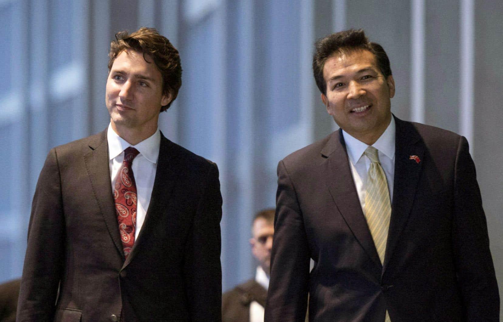 Le premier ministre Justin Trudeau en compagnie de l'ambassadeur chinois au CanadaLuo Zhaohui