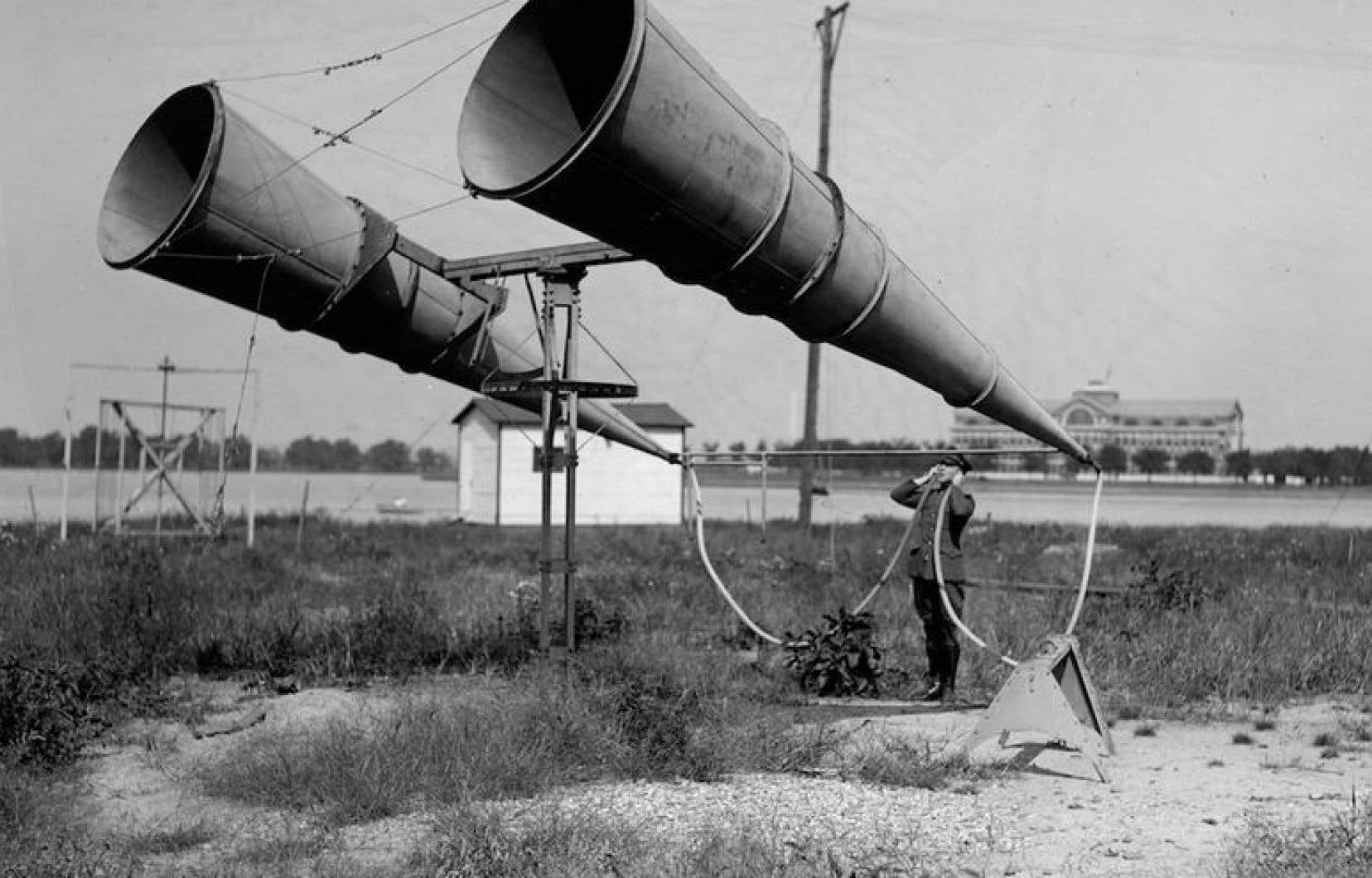 Les «grandes oreilles» de l'armée américaine pour entendre les avions ennemis arriver de loin dans les années 40. D'une époque à une autre, les outils d'écoute ont bien changé...<br />