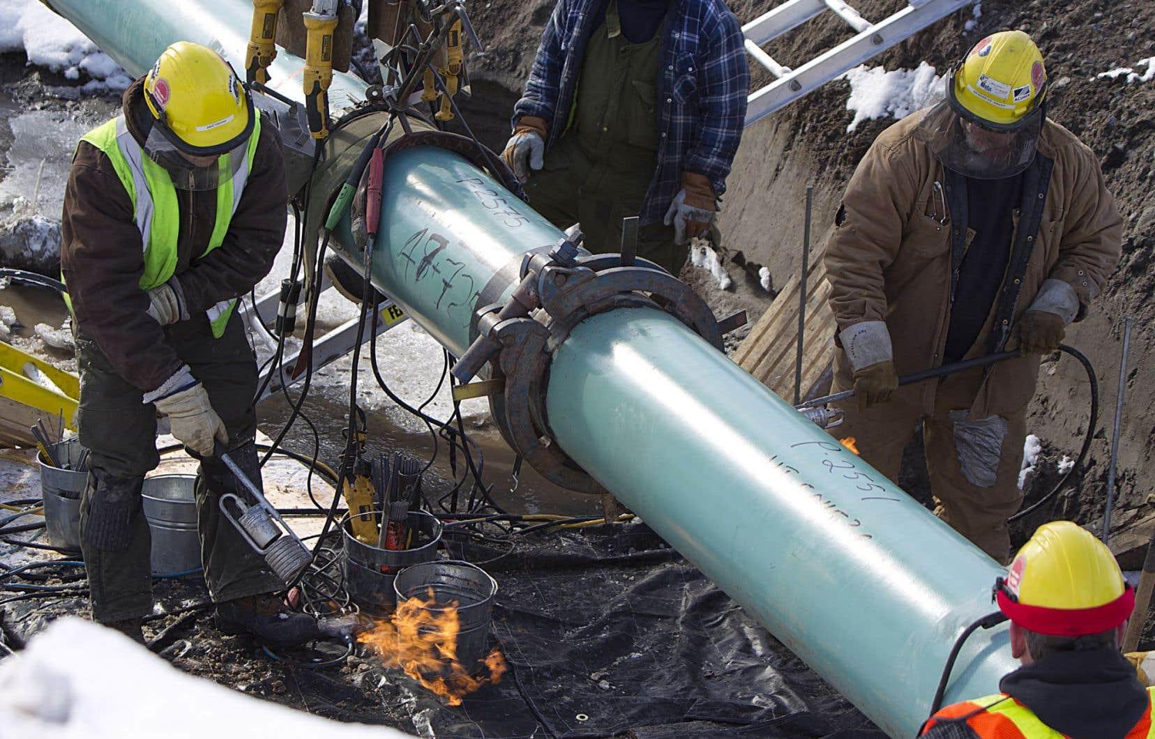 Une trentaine de pièces problématiques se retrouvent dans un gazoduc à l'ouest de Montréal et au moins cinq dans une partie de gazoduc qui sera convertie en oléoduc pour le projet Énergie Est. C'est l'une de ces pièces qui a provoqué la rupture d'un pipeline de gaz naturel en Alberta en 2013.