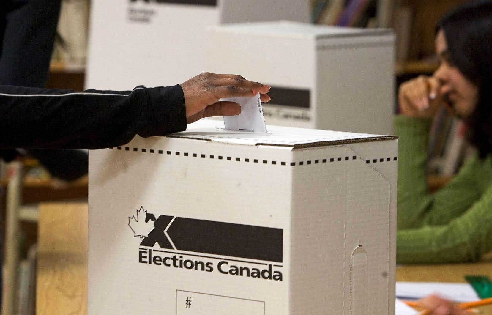 <p>La loi touche en théorie jusqu'à 1,4million d'expatriés canadiens, mais selon des données, un très petit nombre ont tenté de se prévaloir de leur droit de vote lors des plus récentes élections.</p>