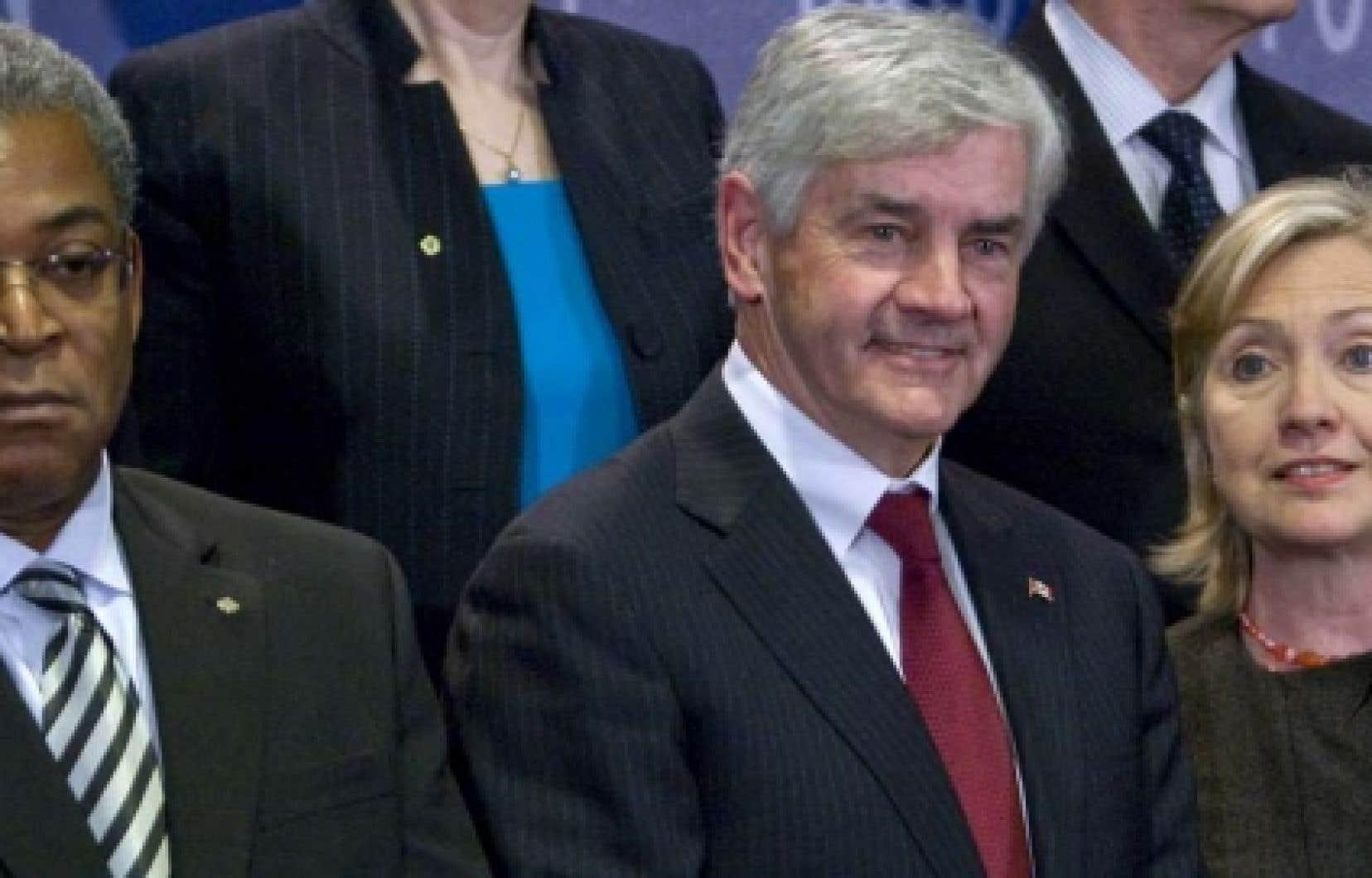 Le premier ministre d'Haïti Jean-Max Bellerive, le ministre canadien des Affaires étrangères Lawrence Cannon et la secrétaire d'État américaine Hillary Clinton.