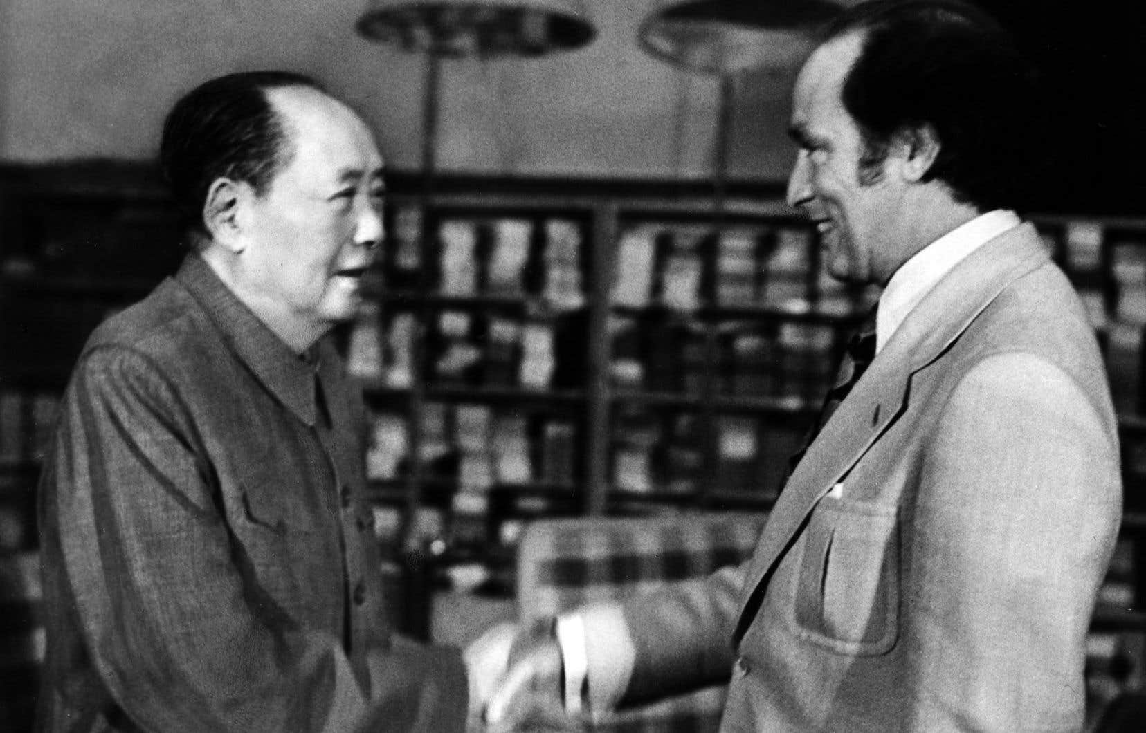 Pierre Elliott Trudeau avec Mao Zedongà Chungnanhai, en Chine, en 1973.C'est à l'initiative de Trudeau que le Canada rétablit ses relations diplomatiques en octobre 1970 et manoeuvre pour faire admettre la République populaire de Chine à l'ONU.