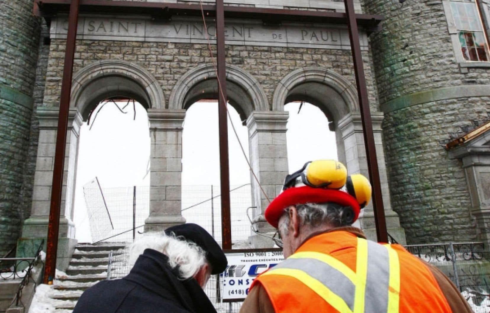 Les travaux préparatoires effectués hier autour de la façade ont révélé des problèmes de sécurité sur le chantier.
