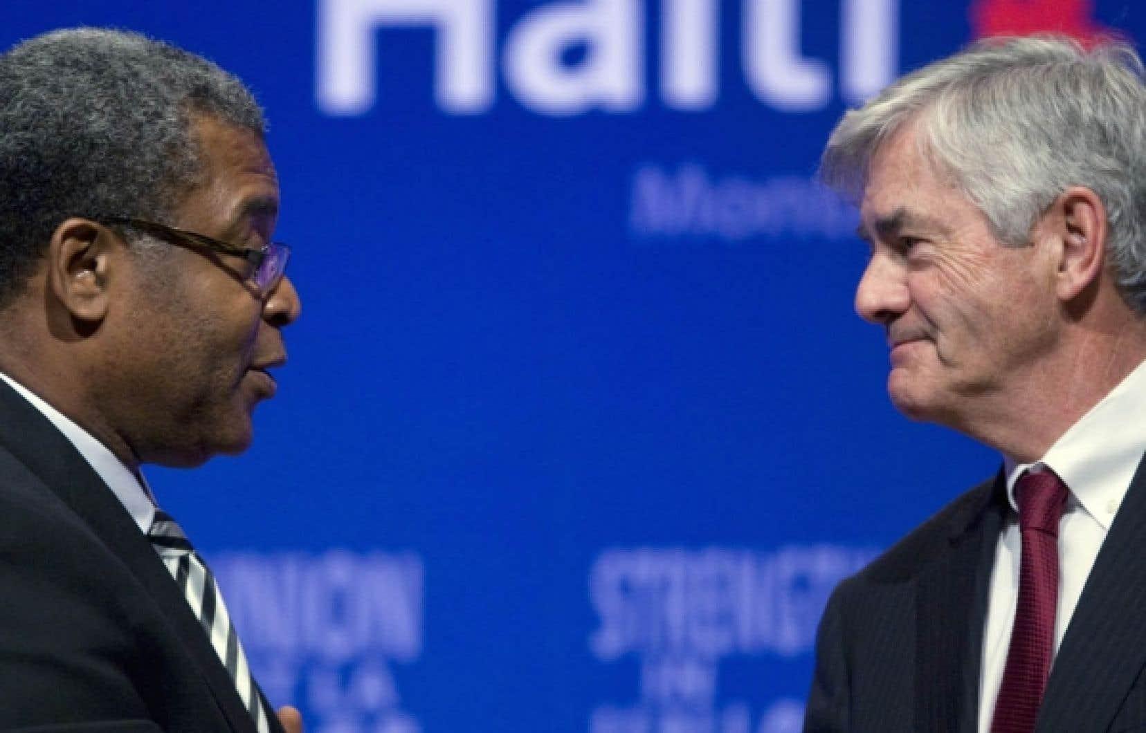 Le premier ministre haïtien, Jean-Max Bellerive, s'adresse à Lawrence Cannon, ministre canadien des Affaires étrangères et président du sommet international tenu hier à Montréal sur la reconstruction en Haïti.