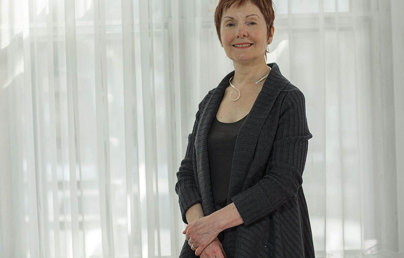 Louise Dupré, après son remarquable «Plus loin que les flammes» acclamé et couvert de prix, nous revient avec «La main hantée», au Noroît.
