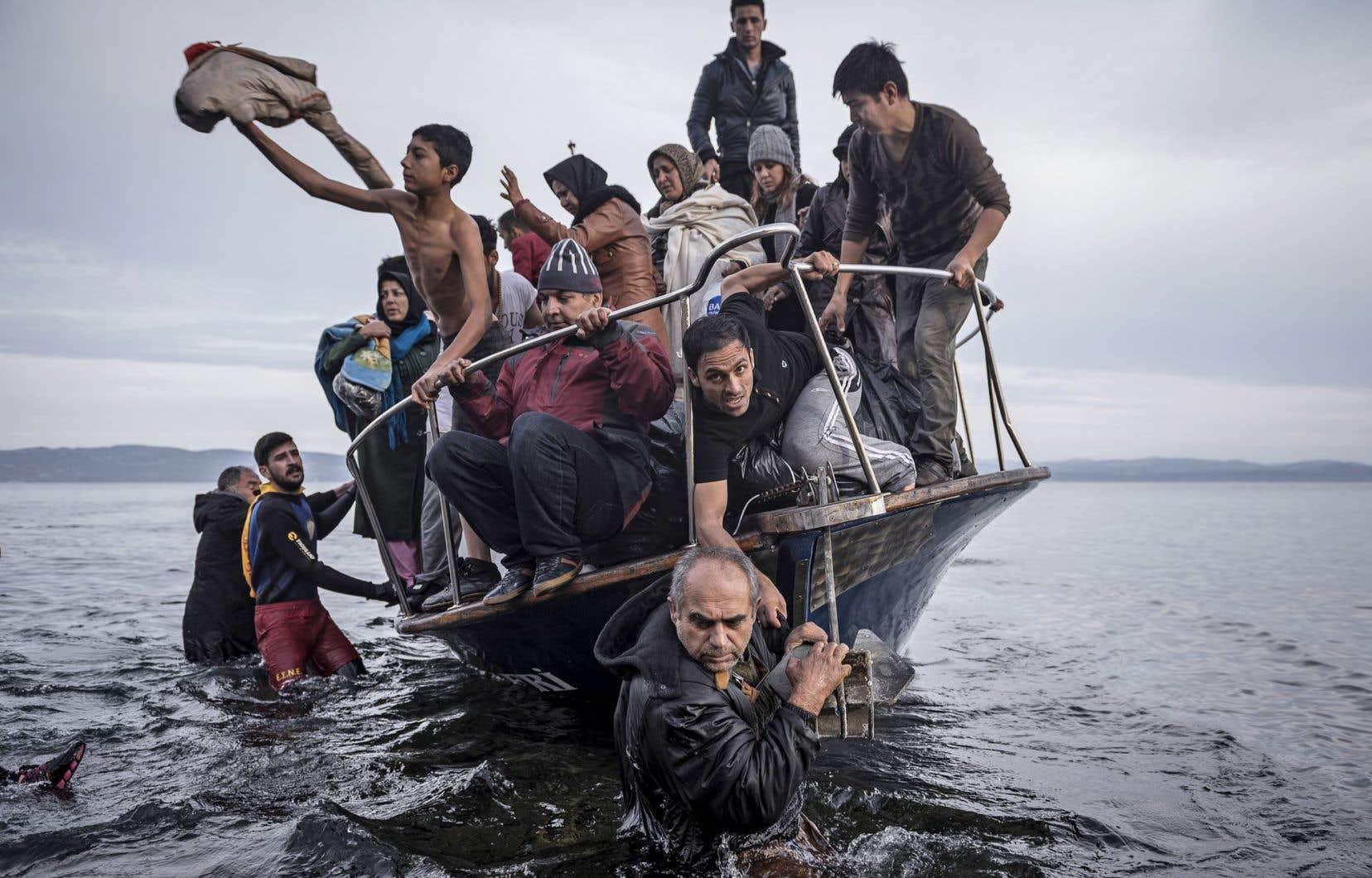 La photo «Crise des réfugiés en Europe» du Russe Sergey Ponomarev ressemble au «Radeau de la Méduse» de Géricault.