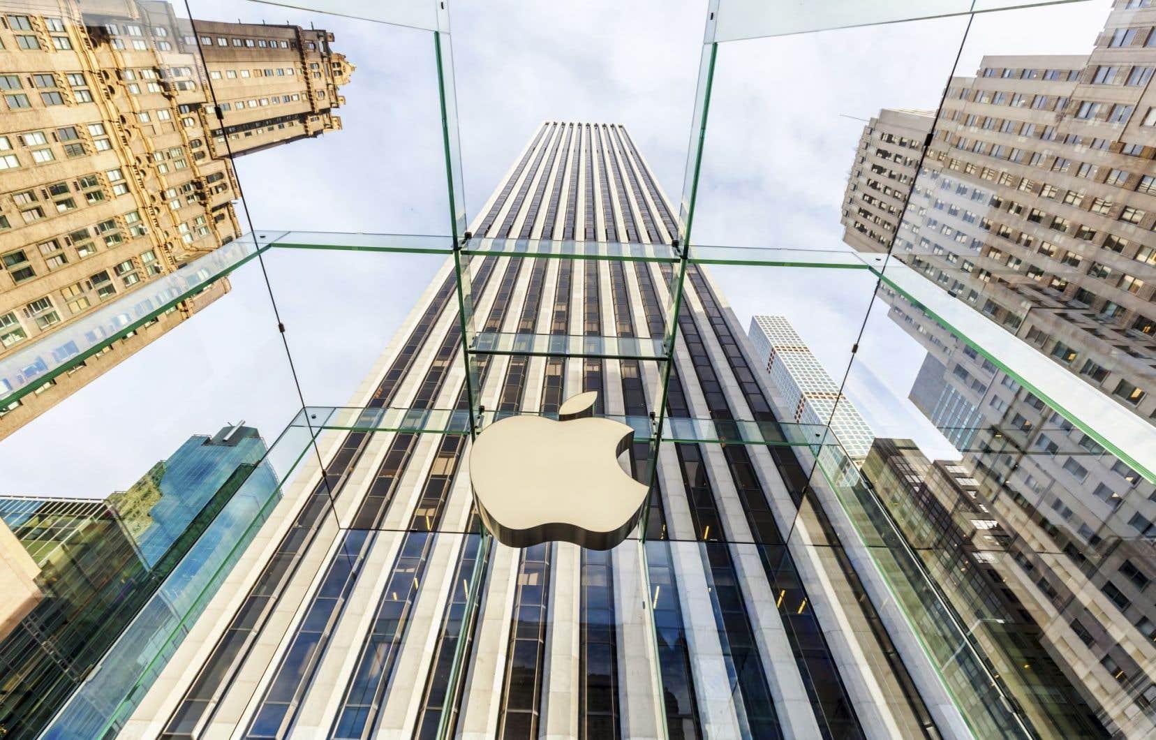 La Commission européenne a demandé à Apple de rembourser la somme record de 13milliards d'euros (14,5 milliards $US) d'avantages fiscaux accordés par le gouvernement irlandais.