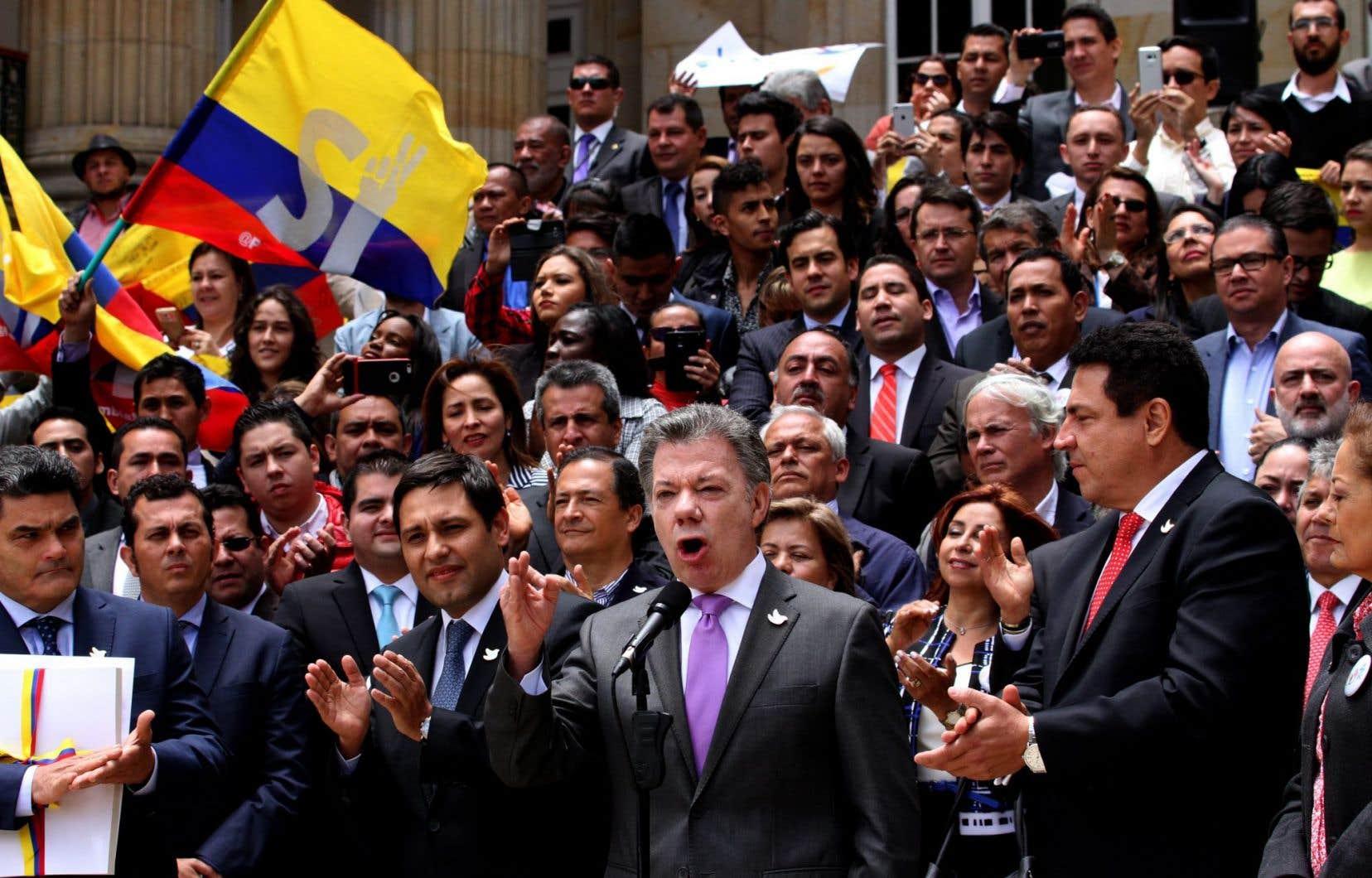 Le président colombien Juan Manuel Santosa indiqué que l'annonce de cette signature était <em>«peut-être de l'annonce la plus importante»</em> qu'il ait faite dans sa vie.