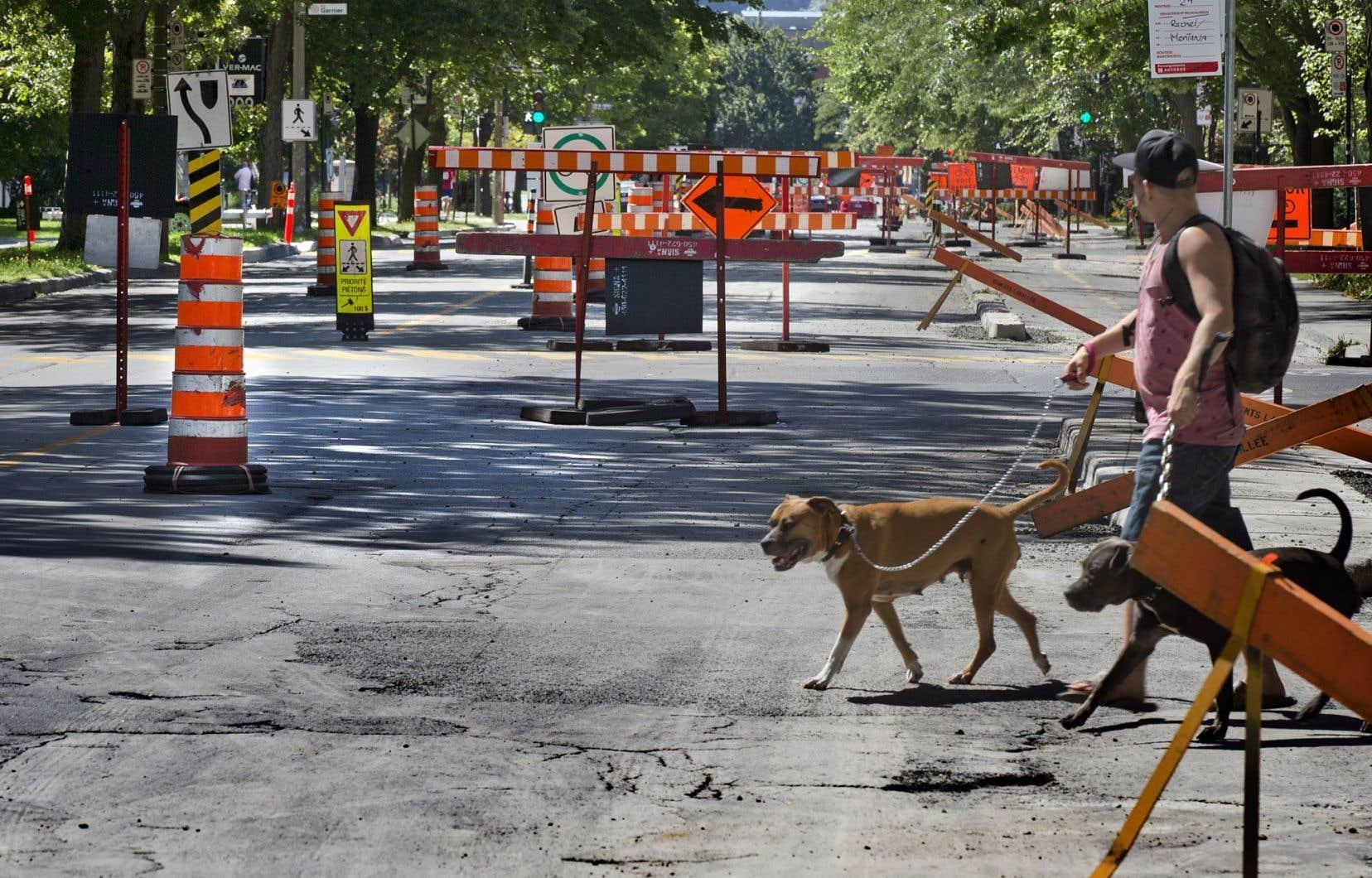 Le ministère des Transports et la Ville de Montréal, par exemple, se sont plusieurs fois fait reprocher de mener trop de chantiers de front, ce qui cause des problèmes de circulation.