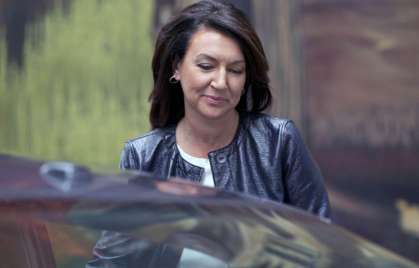 Nathalie Normandeau a notamment découpé en direct sa carte du PLQ.