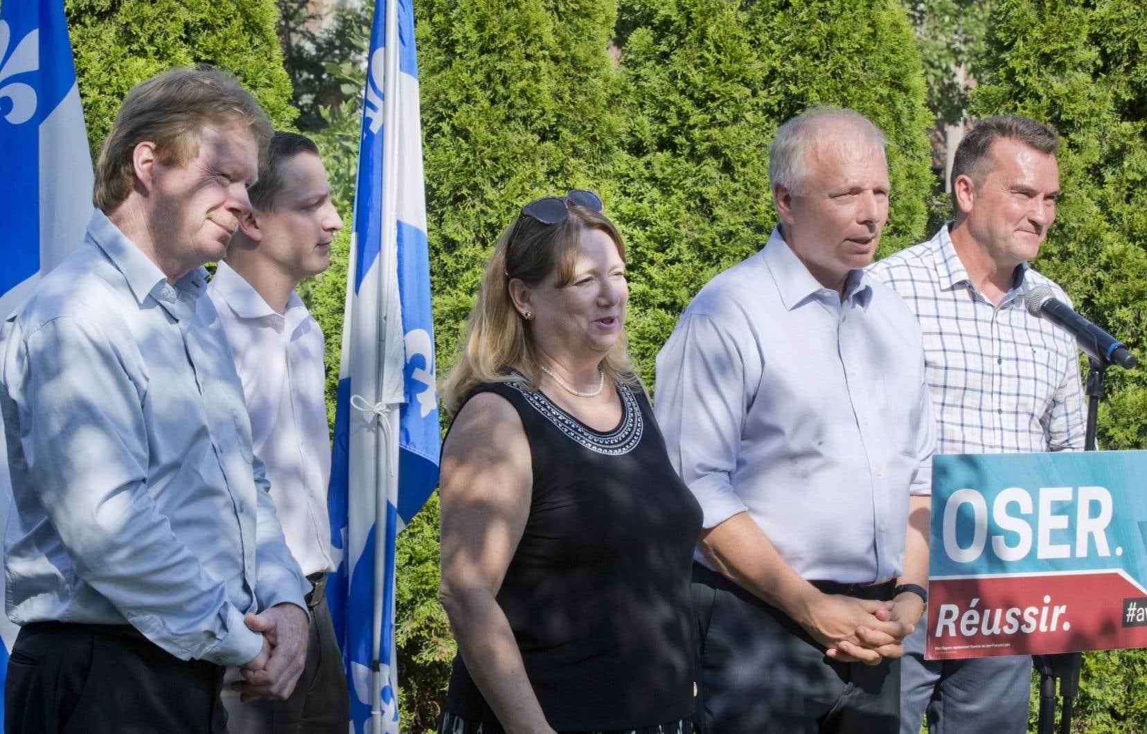 Jean-François Lisée a rencontré les médias mercredi après-midi avec les quatre députés qui l'appuient.