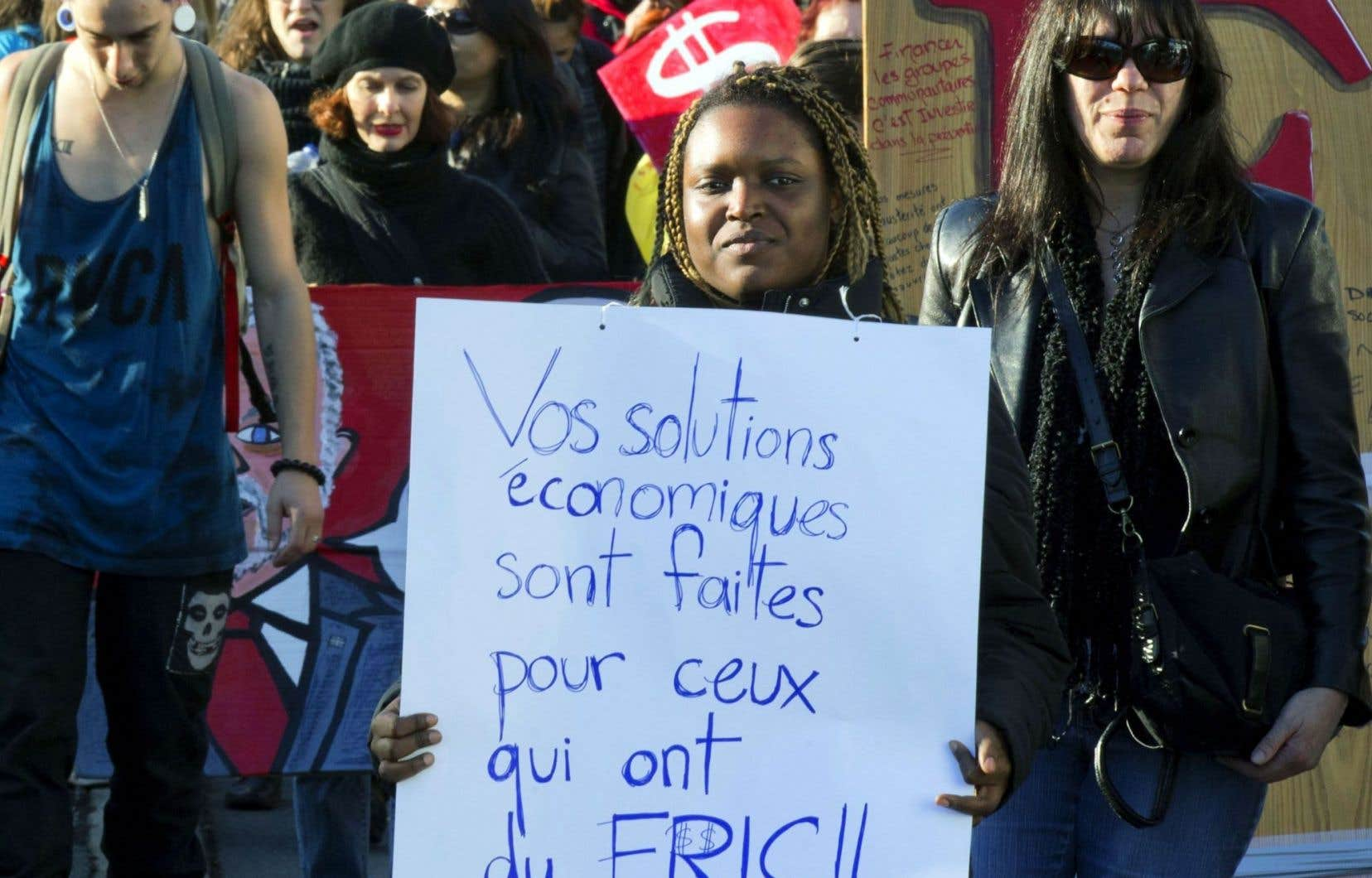 Acceptée par une bonne partie de la population, la politique d'austérité du gouvernement Couillard est aussi vertement décriée.