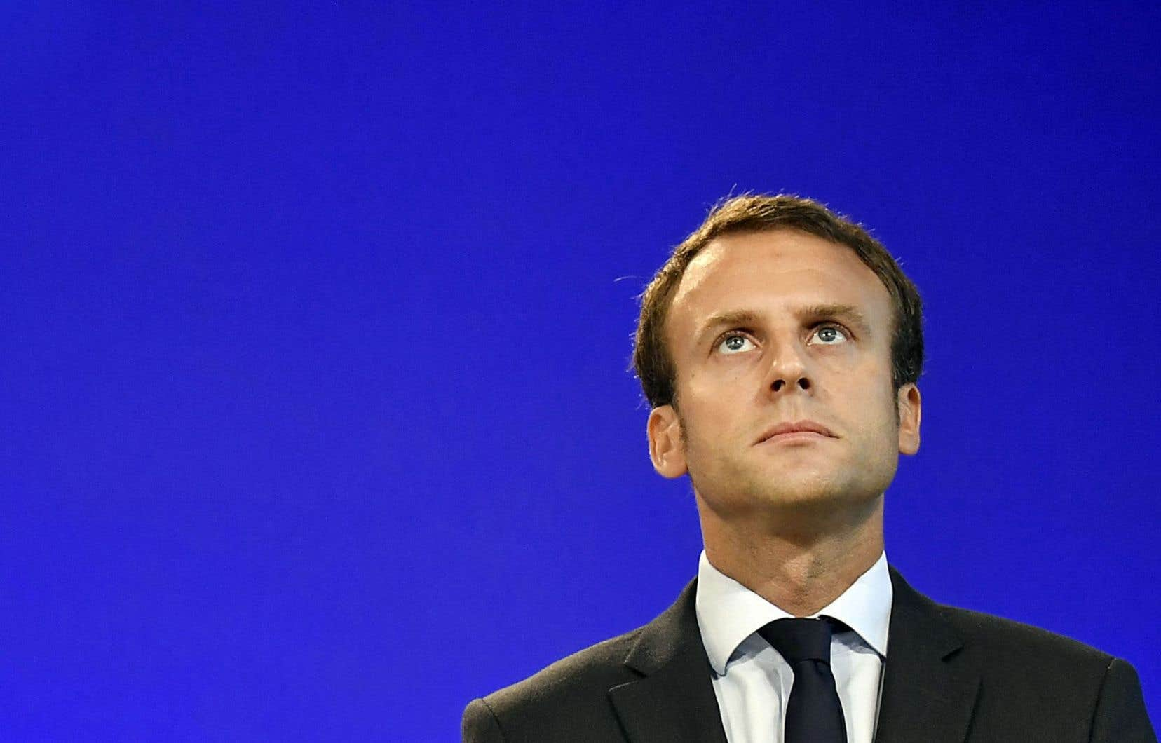 Pur produit des grandes écoles et de l'élite française, l'ancien banquier de chez Rothschild cherche pourtant à apparaître comme un candidat de rupture.