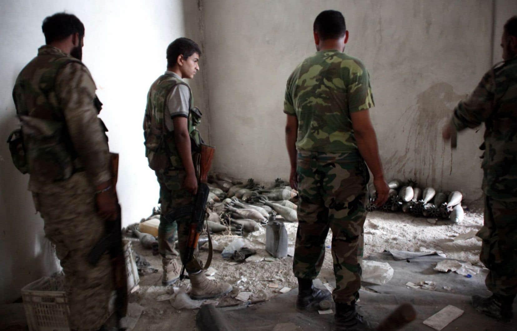 Le régime d'Assad a encerclé Alep jeudi, parachevant l'étranglement des quartiers rebelles de la métropole où environ 250 000 habitants se retrouvent pris au piège.