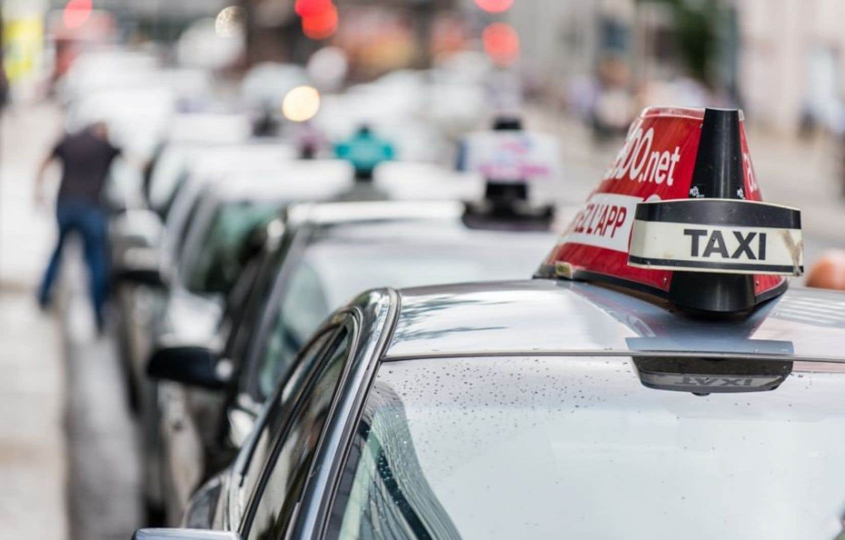Les chauffeurs de taxi dénoncent vivement le projet-pilote convenu par la province avec le transporteur Uber,