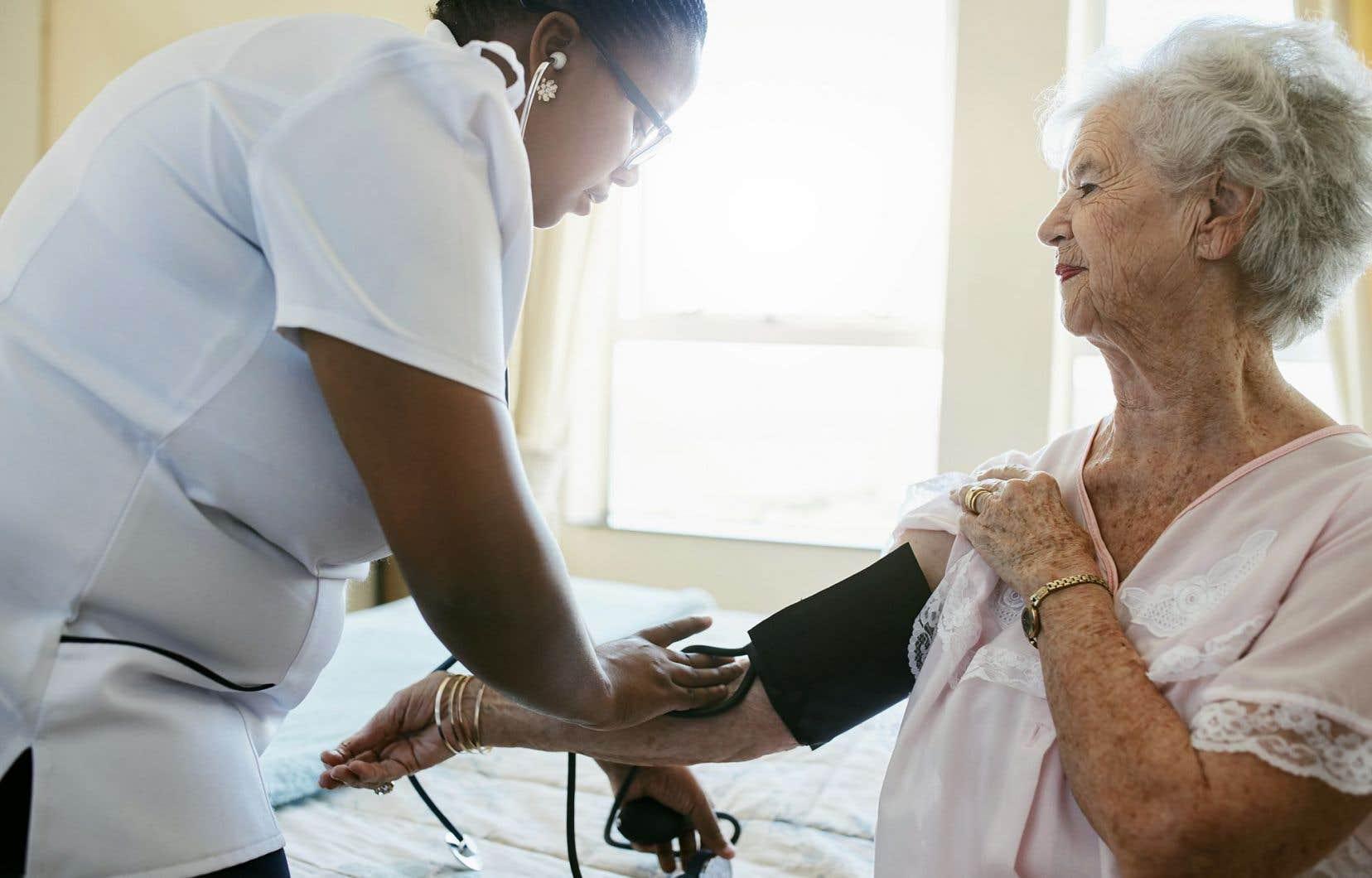 Le ministère de la Santé et des Services sociaux a transmis des cibles de formation des IPS qui placent l'atteinte de formation de 2000 d'entre elles à 2025.